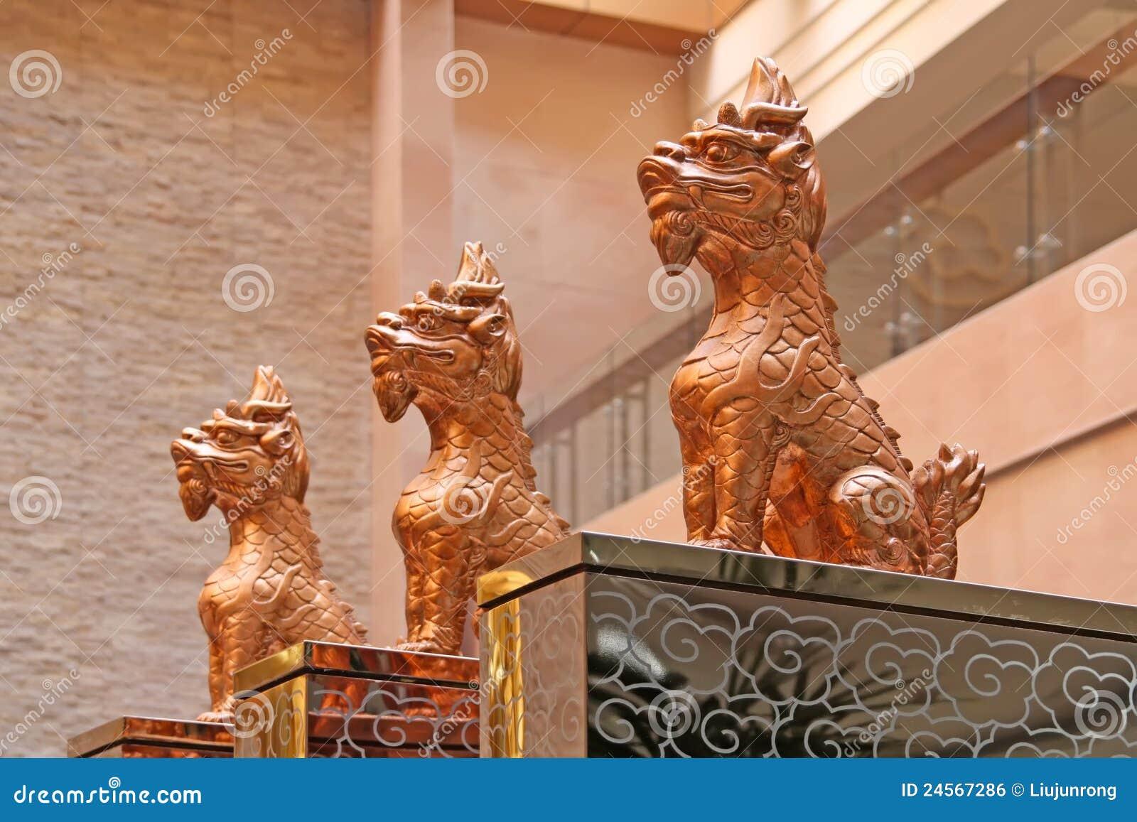 Bestas sagrados que sentam-se no templo