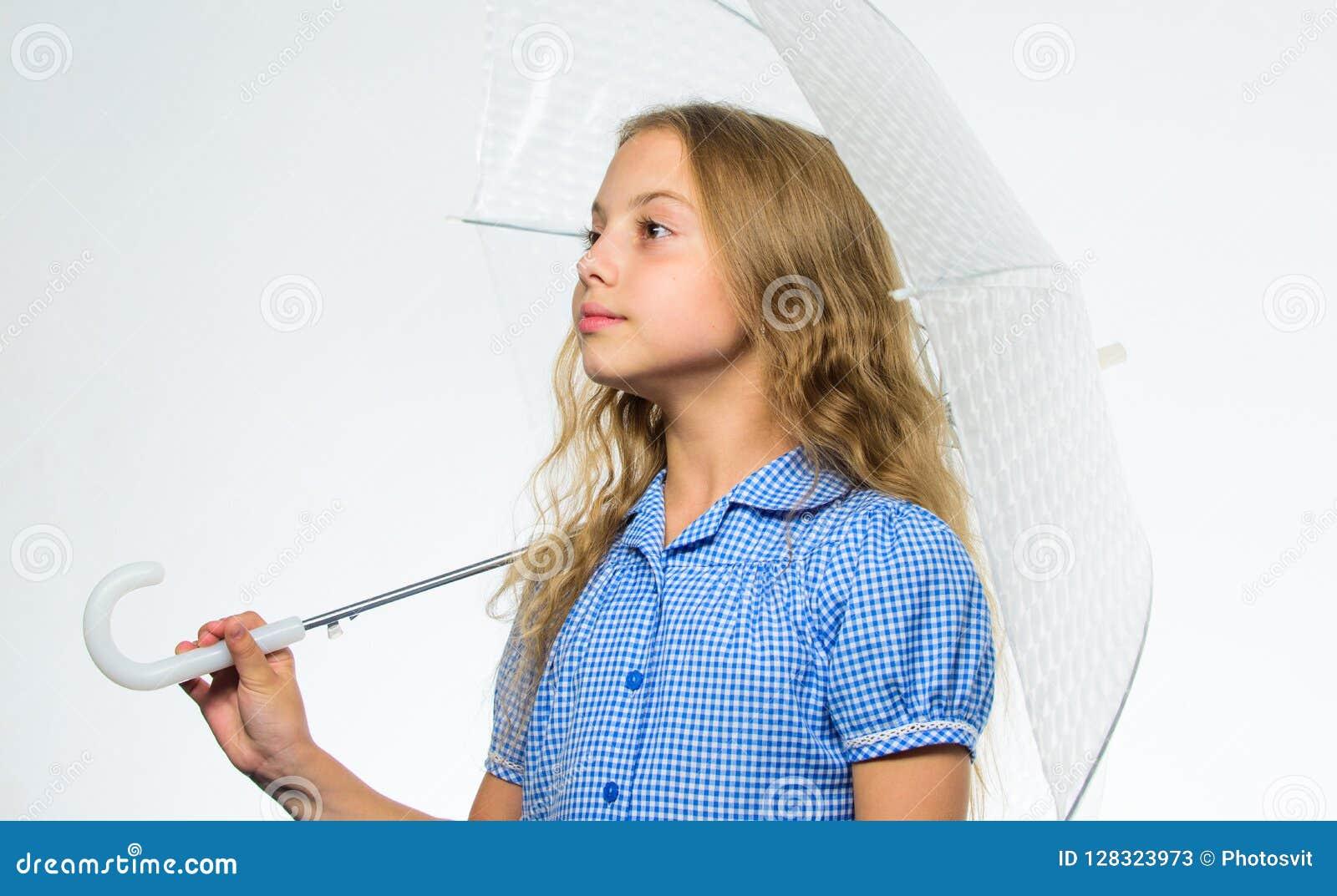 Beste dalings bijkomend concept Dalings regenachtig prettig weer Klaar meisjes het kind ontmoet dalingsweer met transparante para