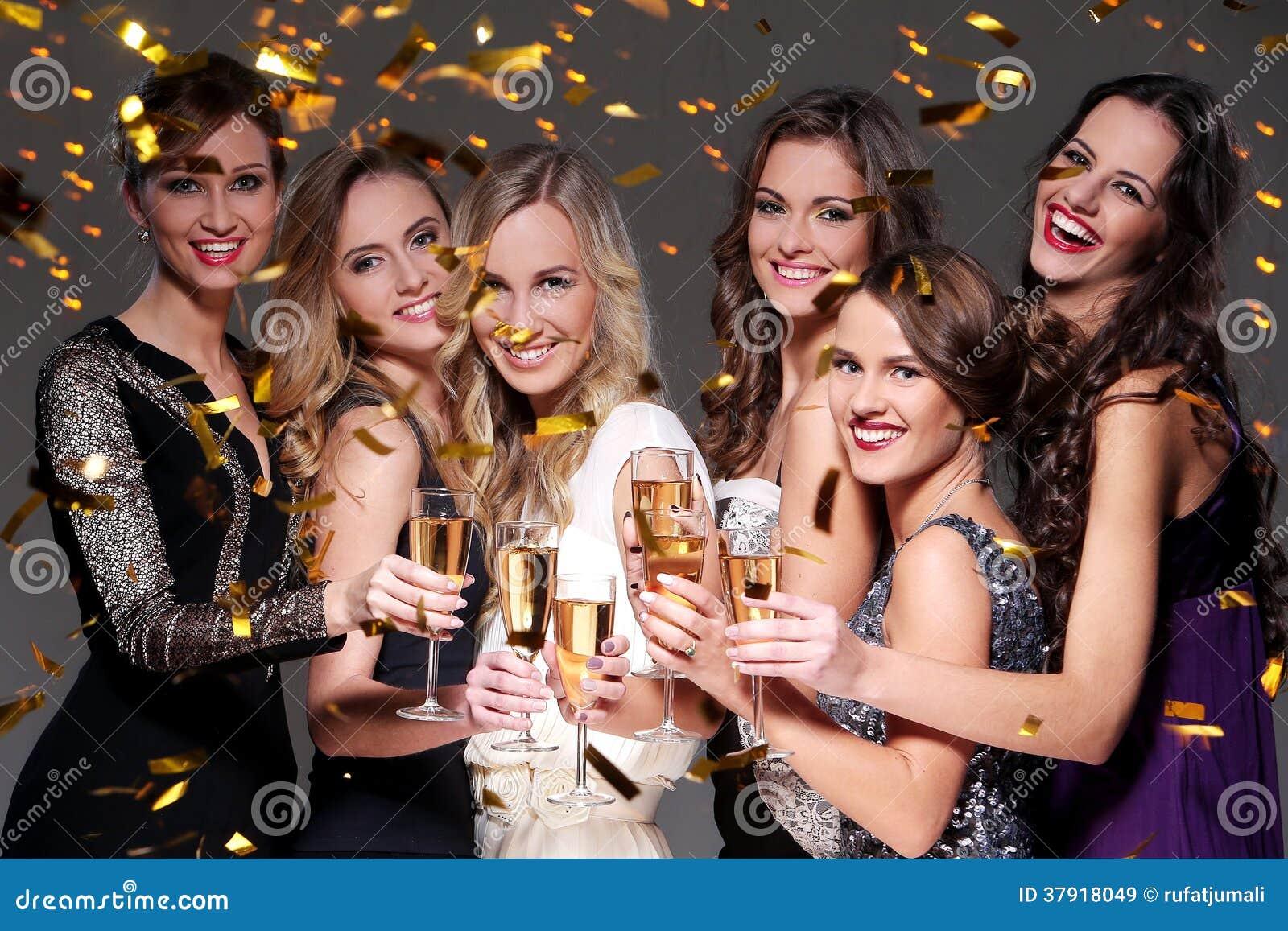 Eine Partei mit einem Haufen von spanischen und Latinas drehen in einer Orgie