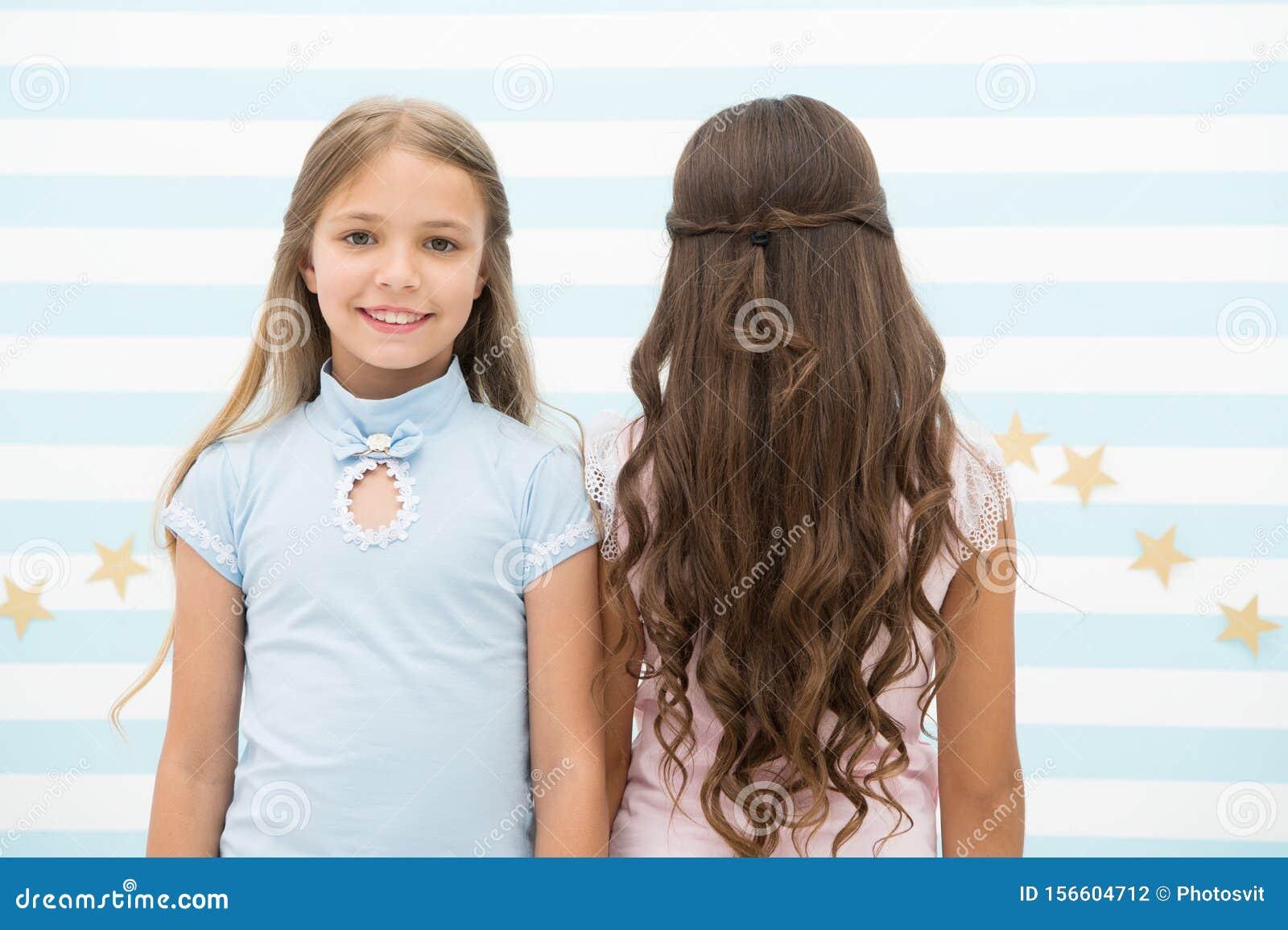 Beste Frisuren Für Lange Haare. Cute Kleine Mädchen Mit Langer