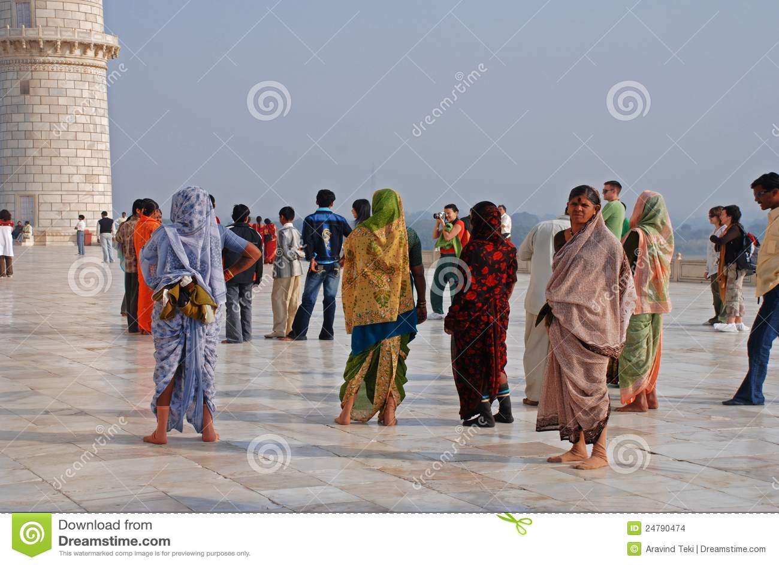 Besucher bei Taj Mahal