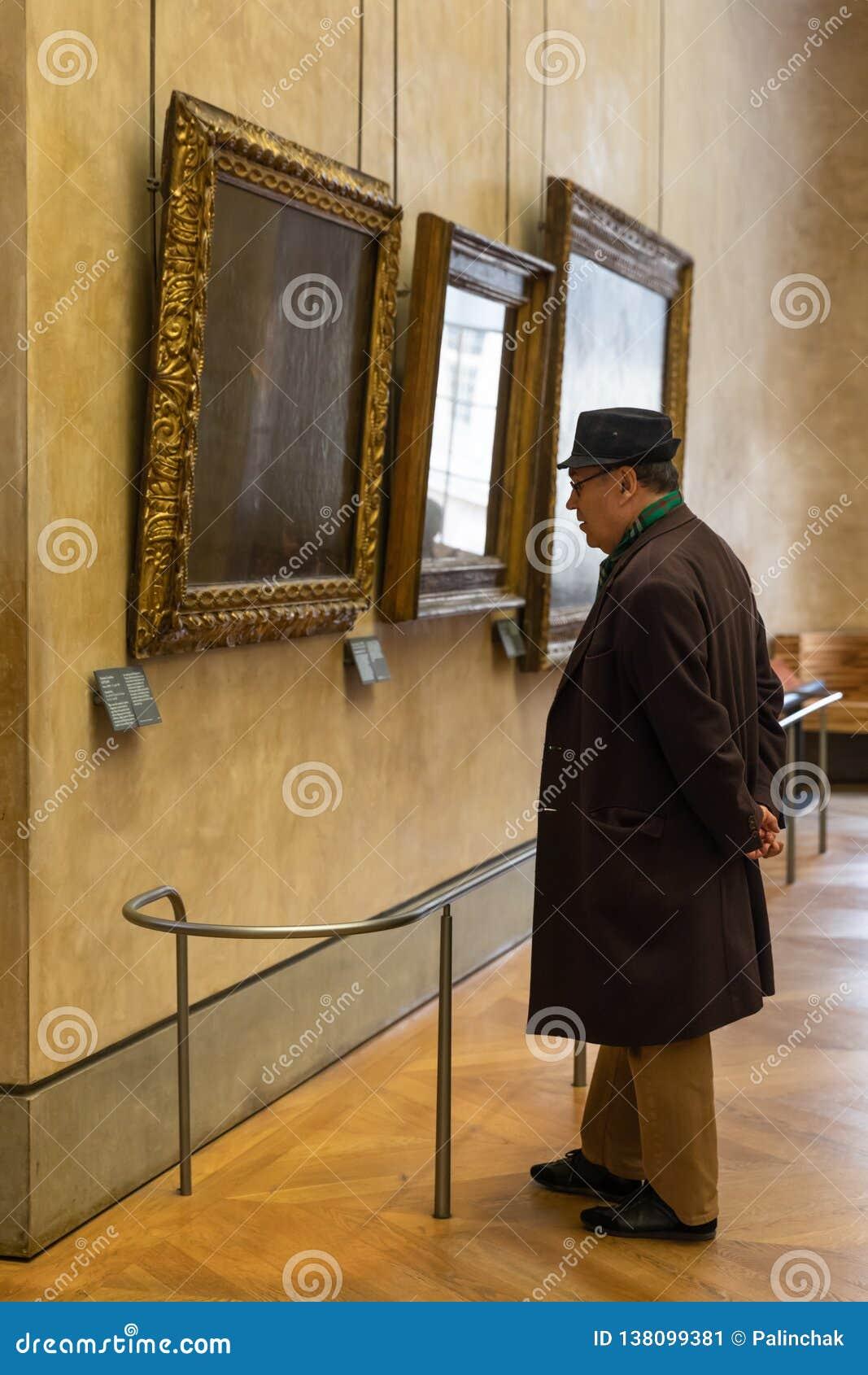 Besucher am Louvre-Museum
