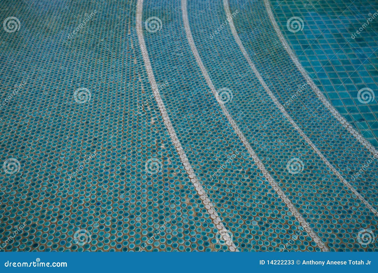 Betegeld zwembad stock foto 39 s beeld 14222233 - Zwembad betegeld grijs ...