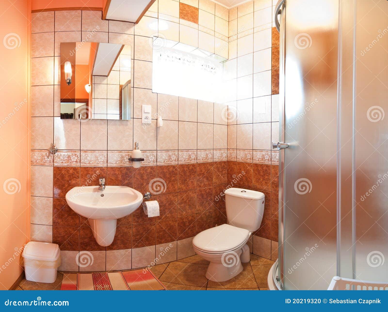 Betegelde badkamers stock foto beeld 20219320 - Betegelde ensuite marmeren badkamers ...