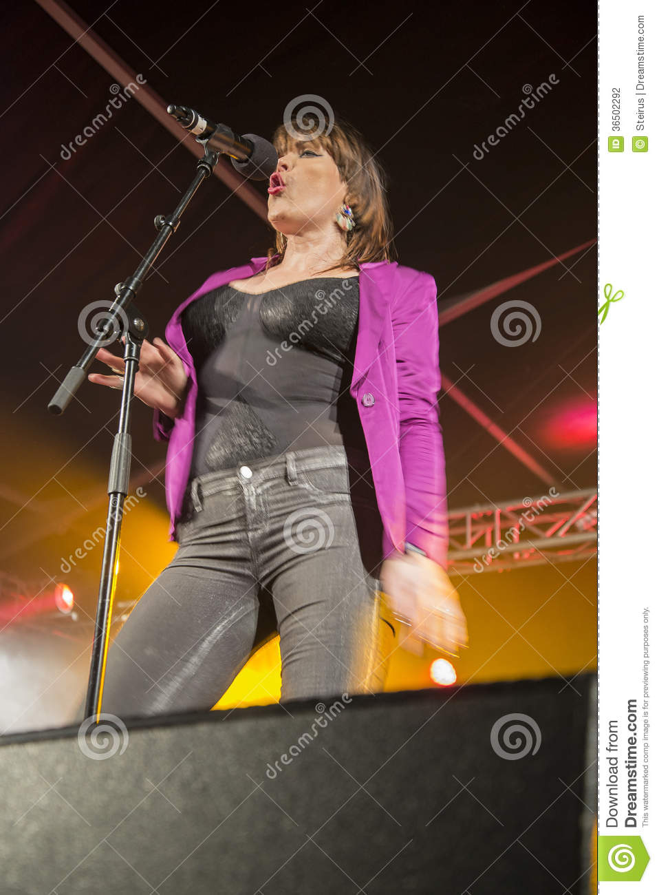 Beth Hart Singing Editorial Photography - Image: 36502292