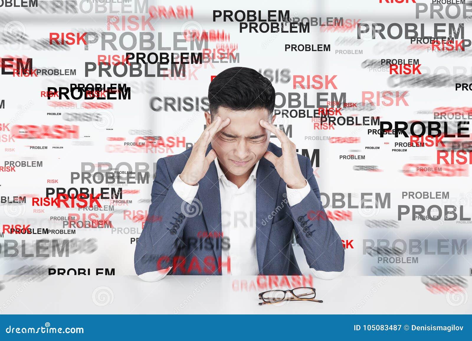 Betonter asiatischer Mann, Problem