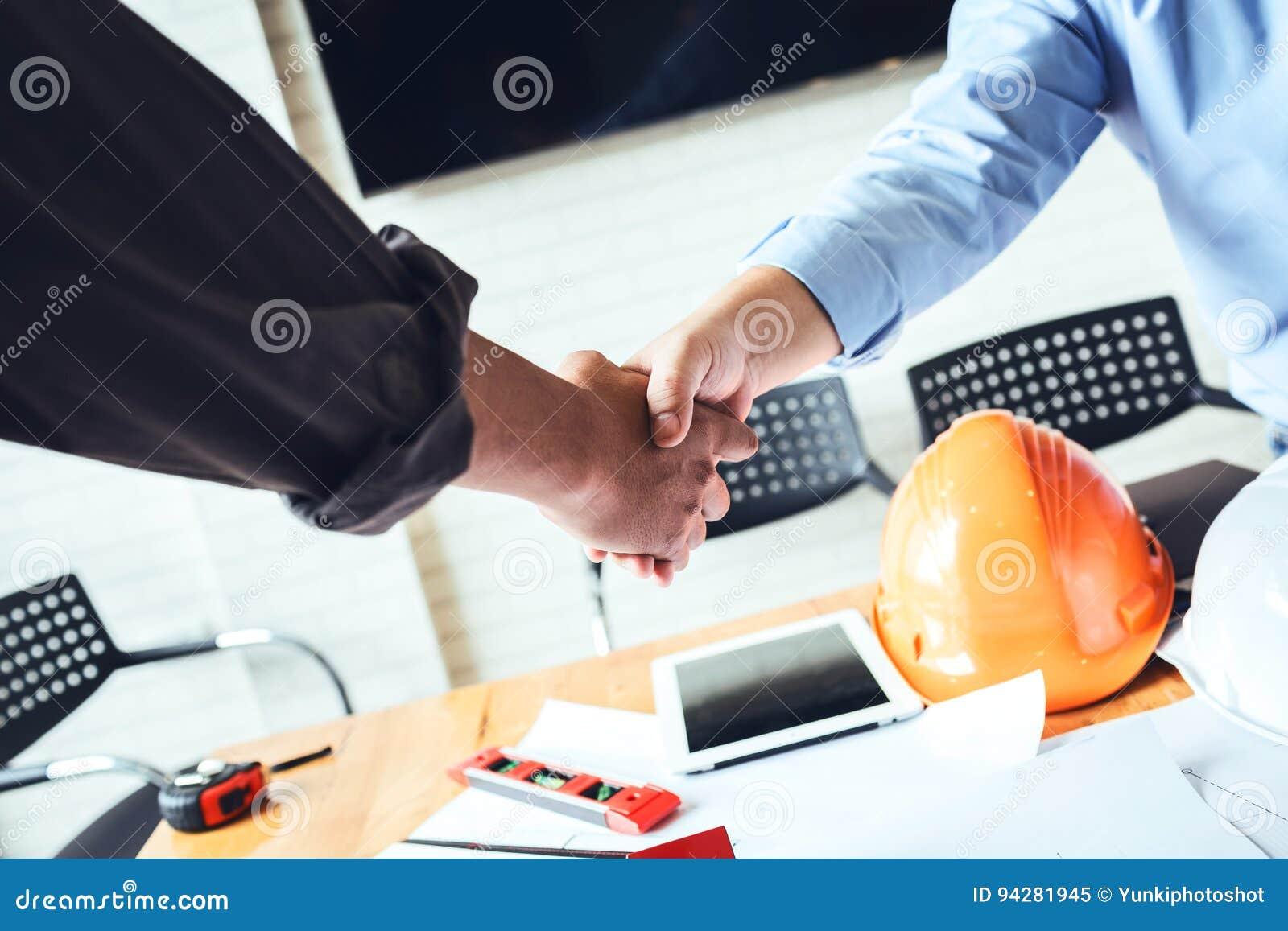 Betriebsberaterteam Das Hände Rüttelt Um Damit Einverstanden Zu