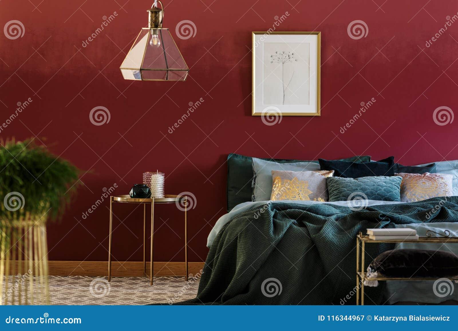 Bett mit vielen Kissen stockbild. Bild von elegant, möbel - 116344967