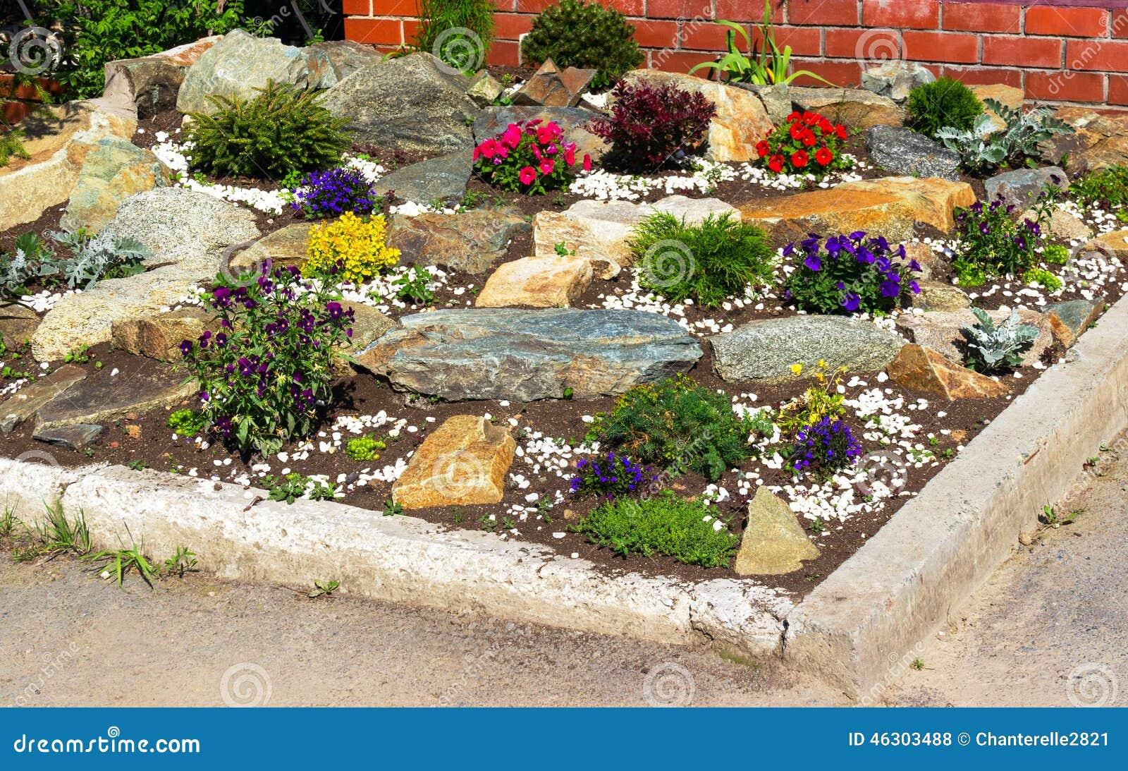 bettblumen und steine stockfoto bild von dekor gras 46303488. Black Bedroom Furniture Sets. Home Design Ideas