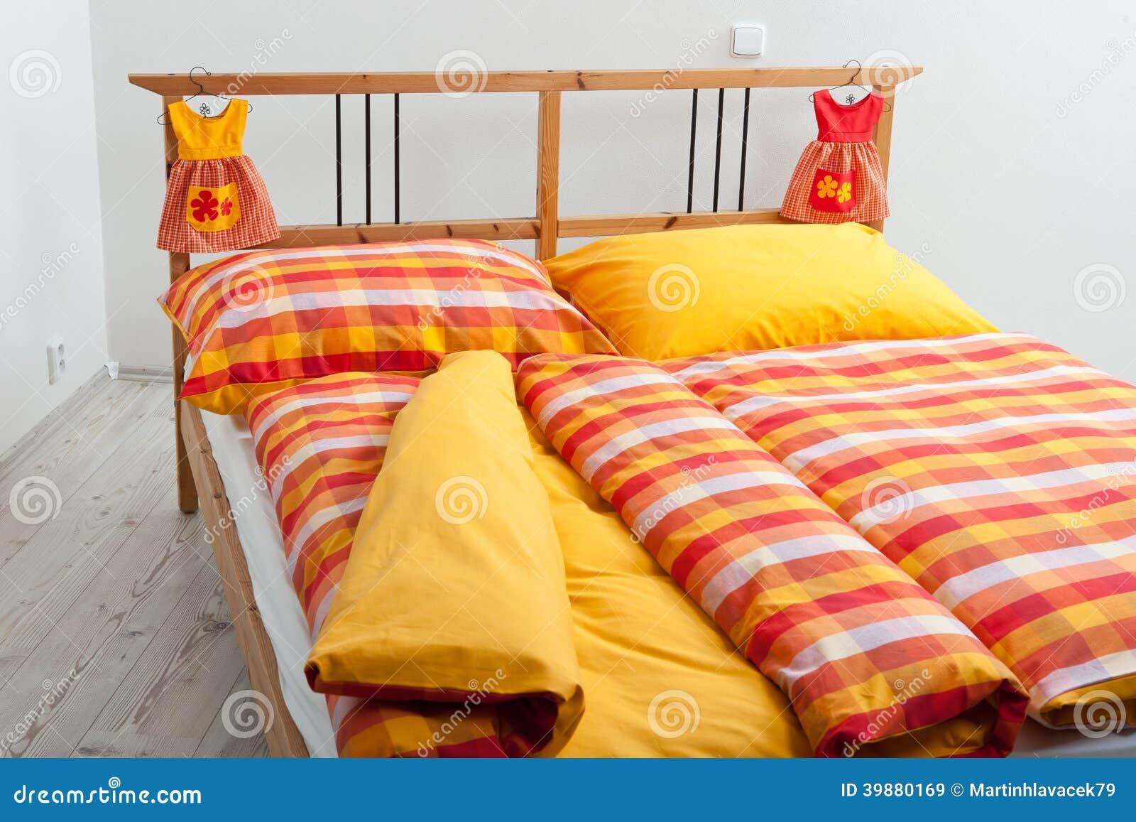 bettw sche rot gelb my blog. Black Bedroom Furniture Sets. Home Design Ideas