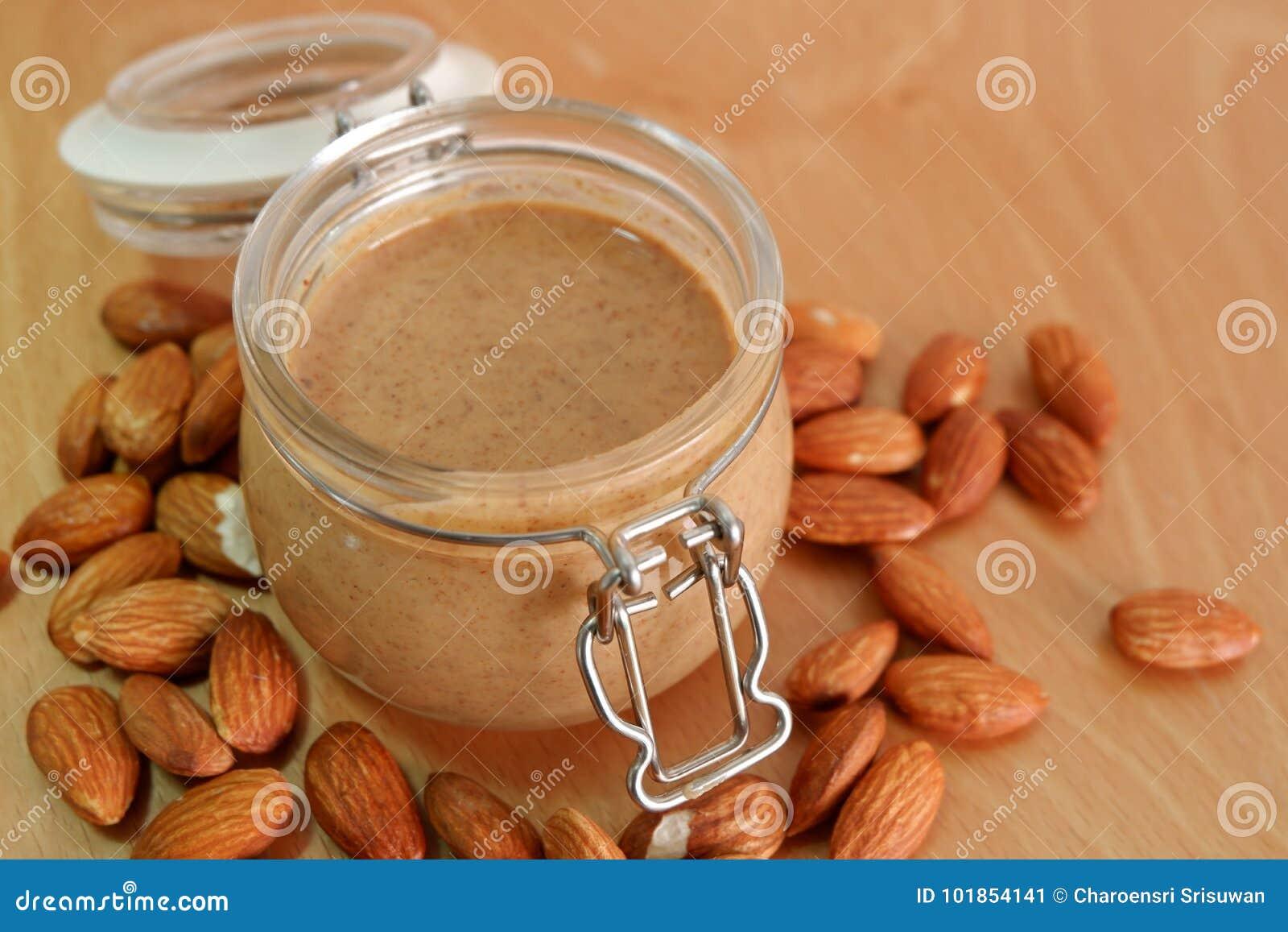 Beurre d arachide d amande dans le pot