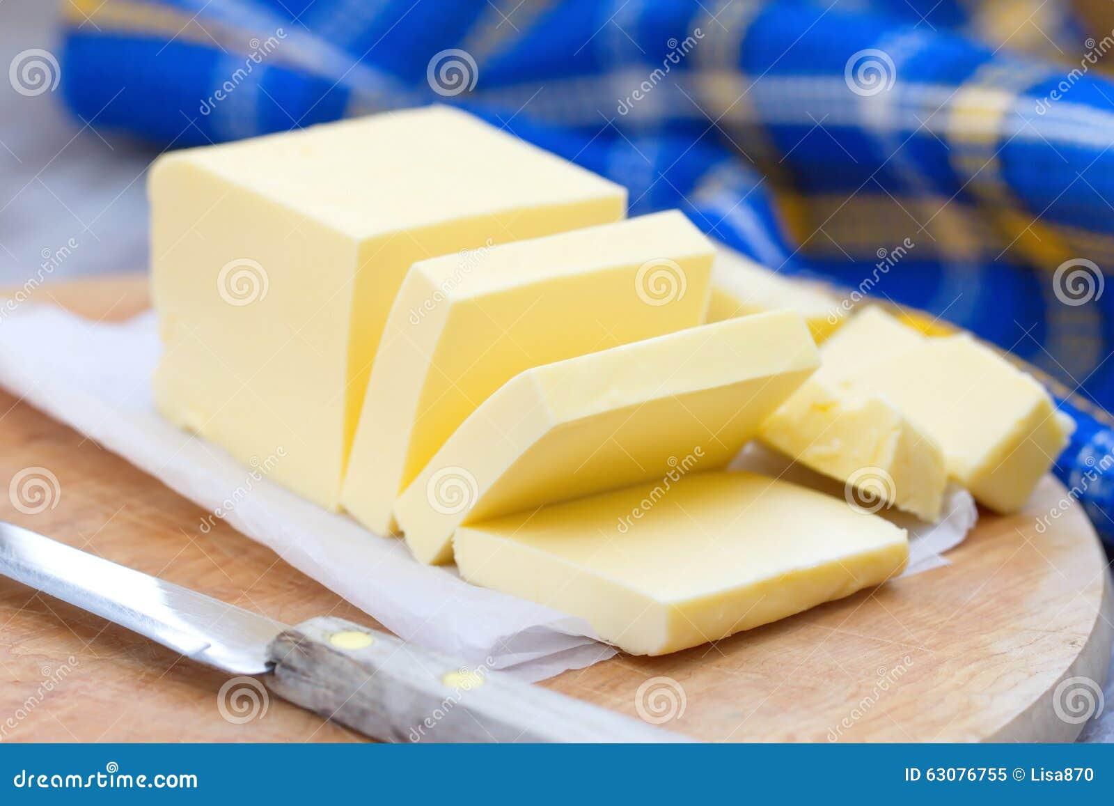 Download Beurre Frais Sur La Table En Bois Image stock - Image du fond, pétrole: 63076755