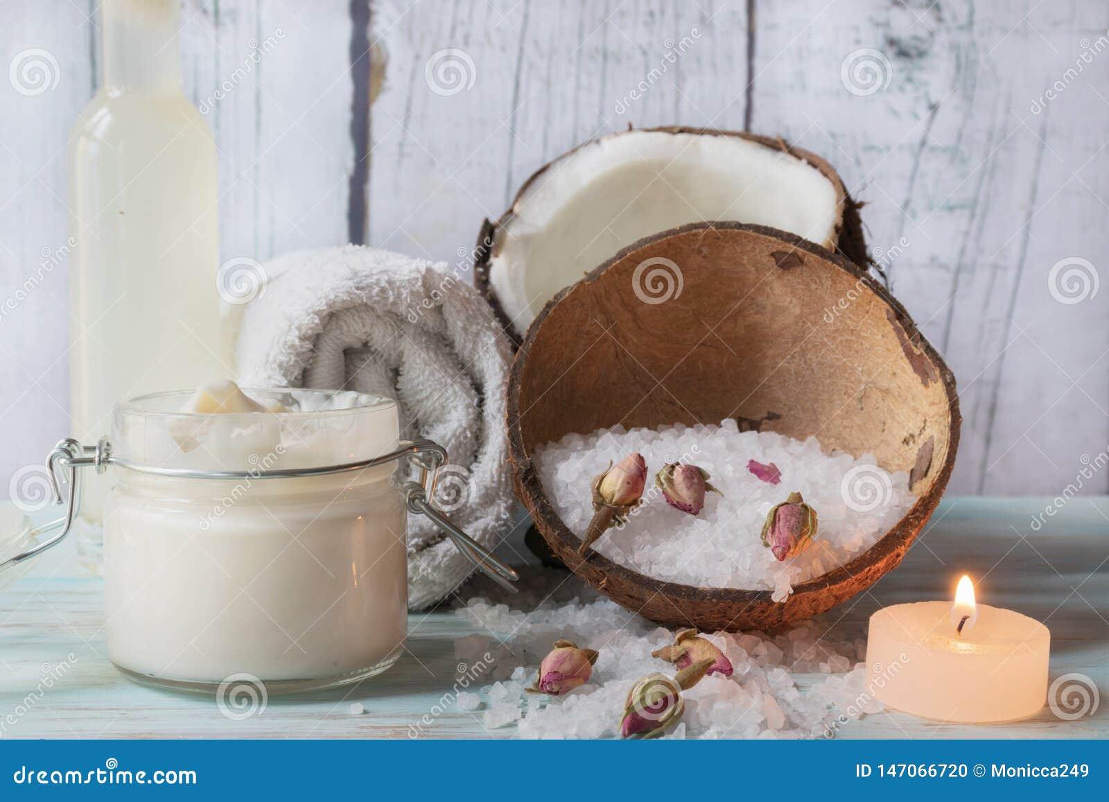 Beurre pour le corps de la noix de coco et des roses