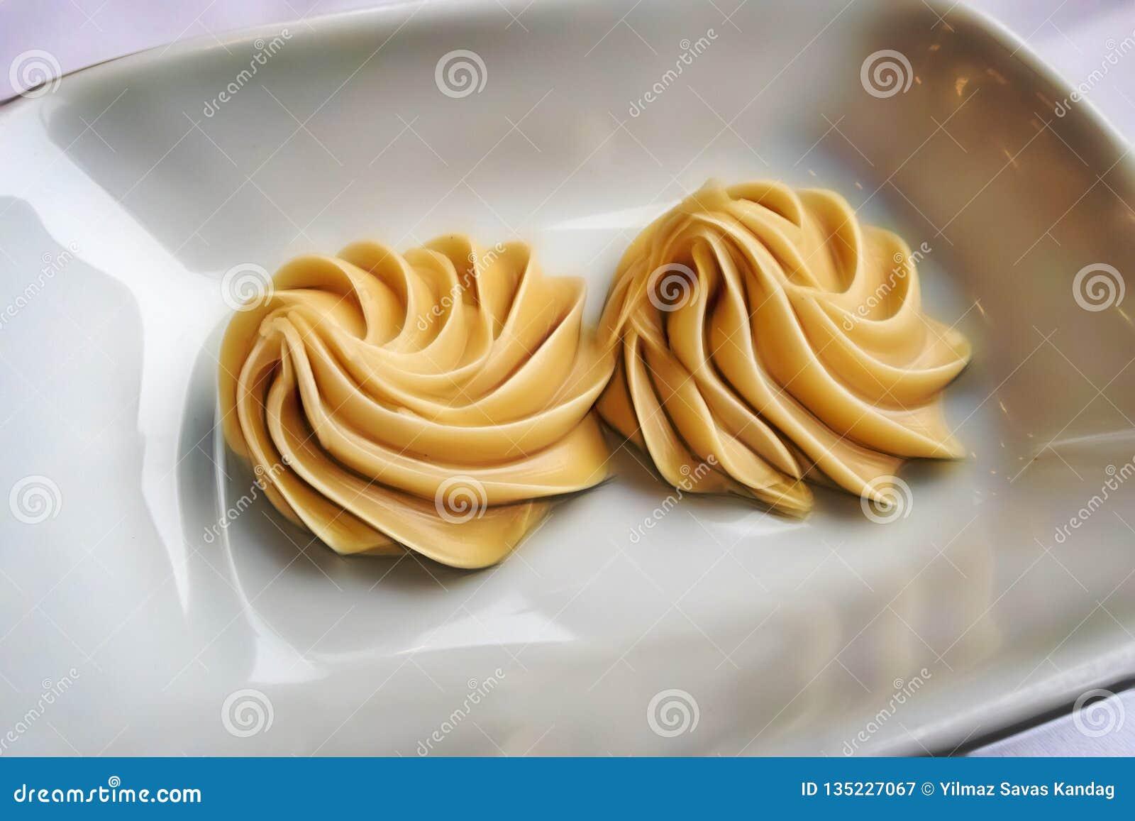 Beurres d arachide crémeux tout préparés dans le plat