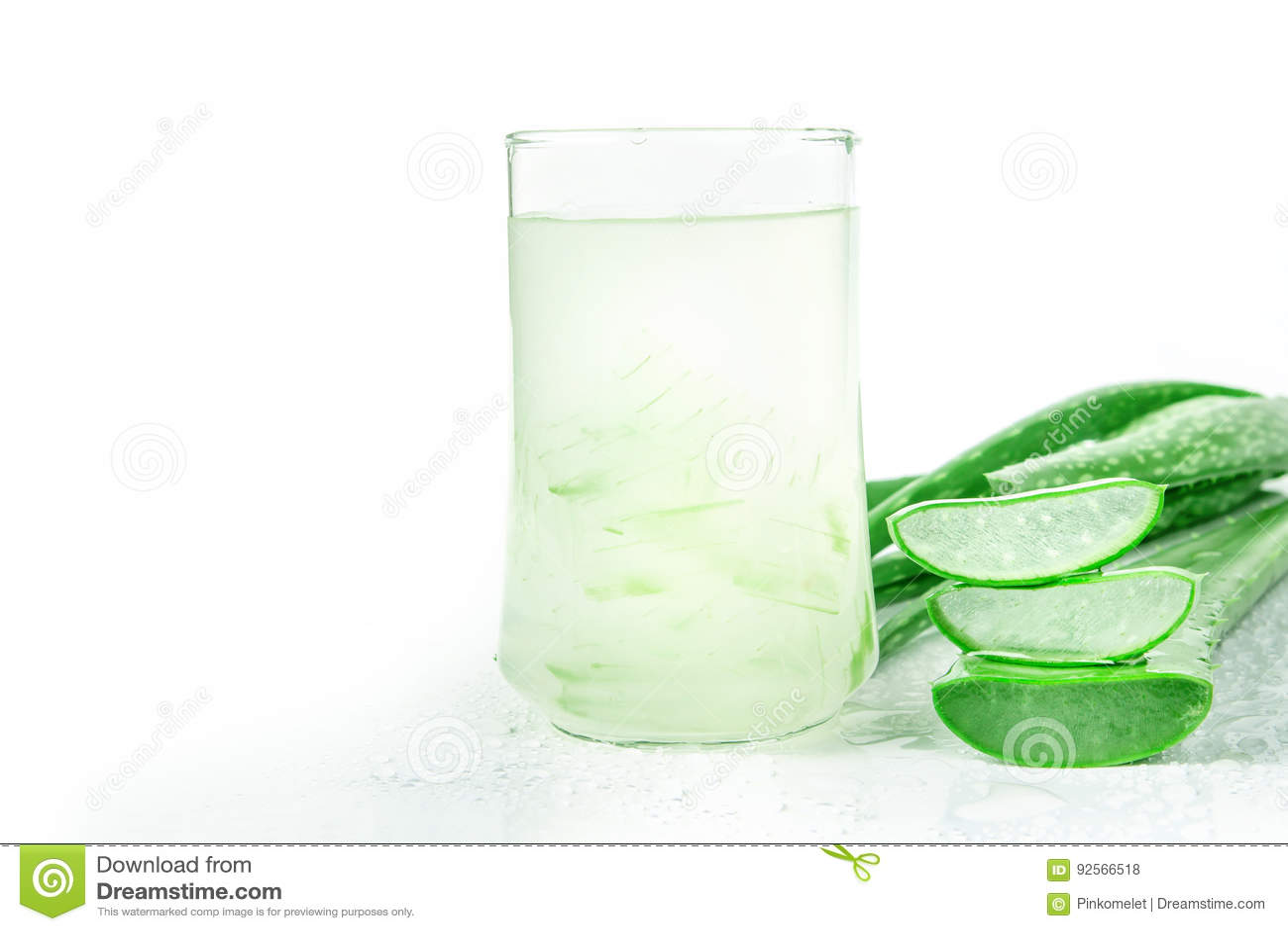 Bevanda di Vera Juice Healthy dell aloe su fondo bianco