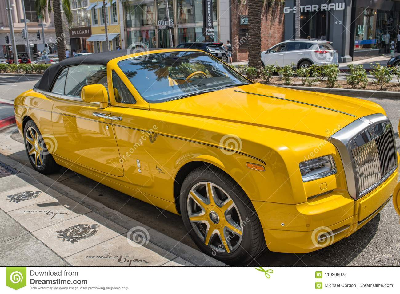 yellow rolls royce parked in rodeo drive in beverly hills editorial image image of expensive. Black Bedroom Furniture Sets. Home Design Ideas