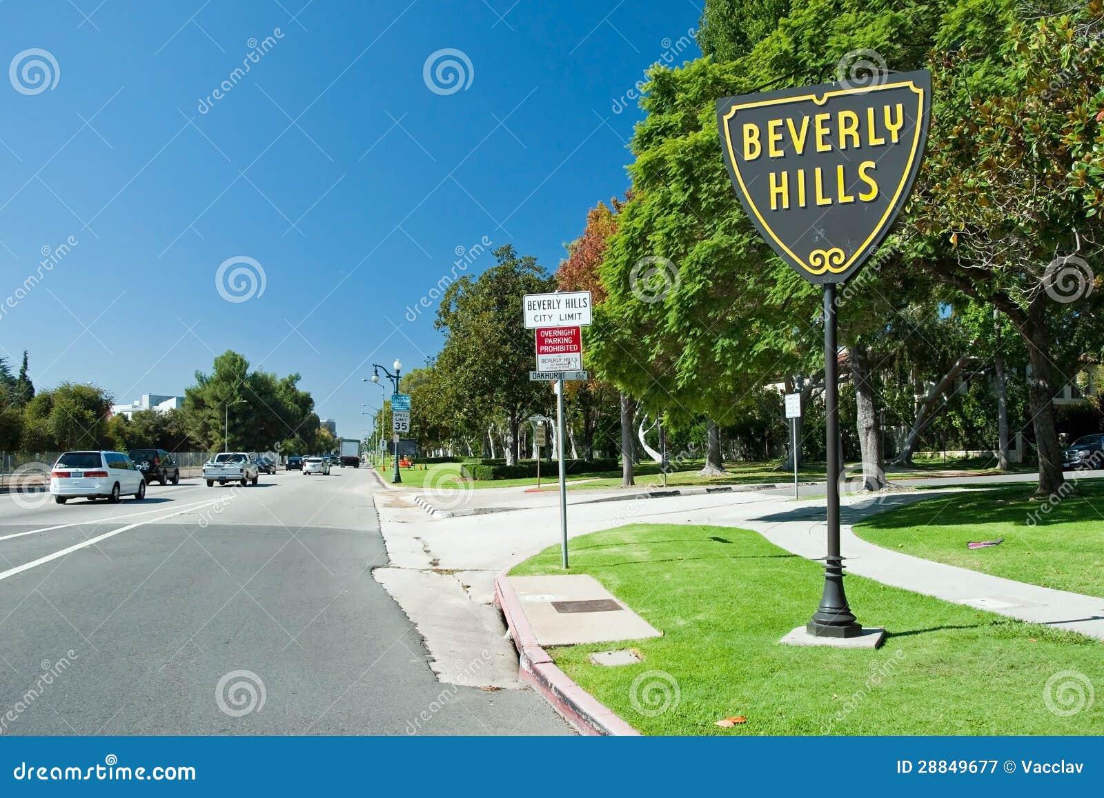 Beverly Hills firma dentro la sosta di Los Angeles