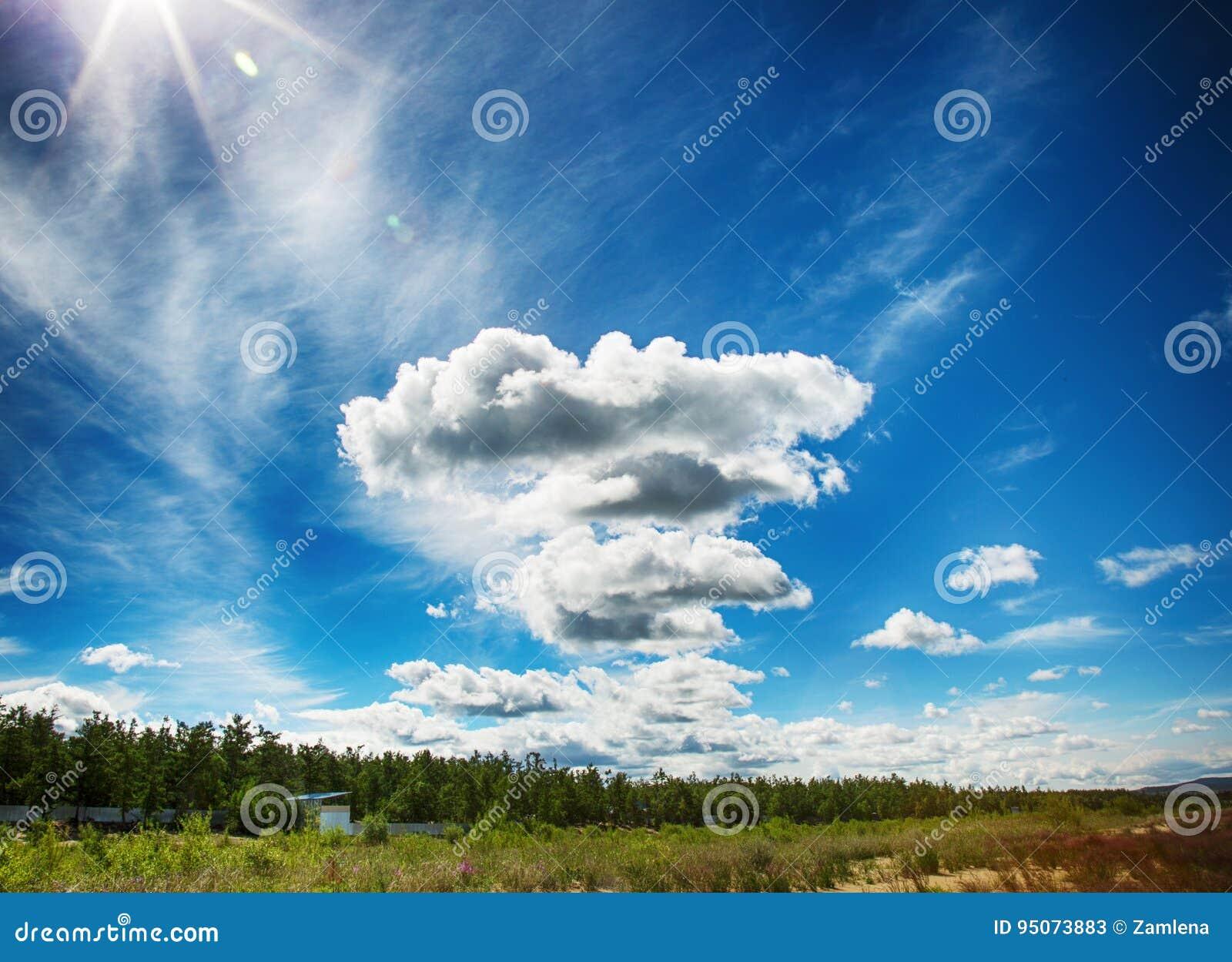 Bewölkt Blauen Himmel Früher Morgen Des Sommers Stockbild - Bild von ...
