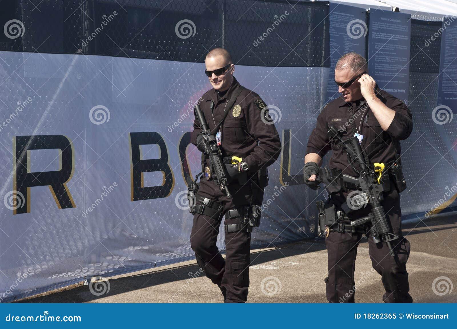 Bewaffnete Sicherheitsbeamten bei Superbowl XLV