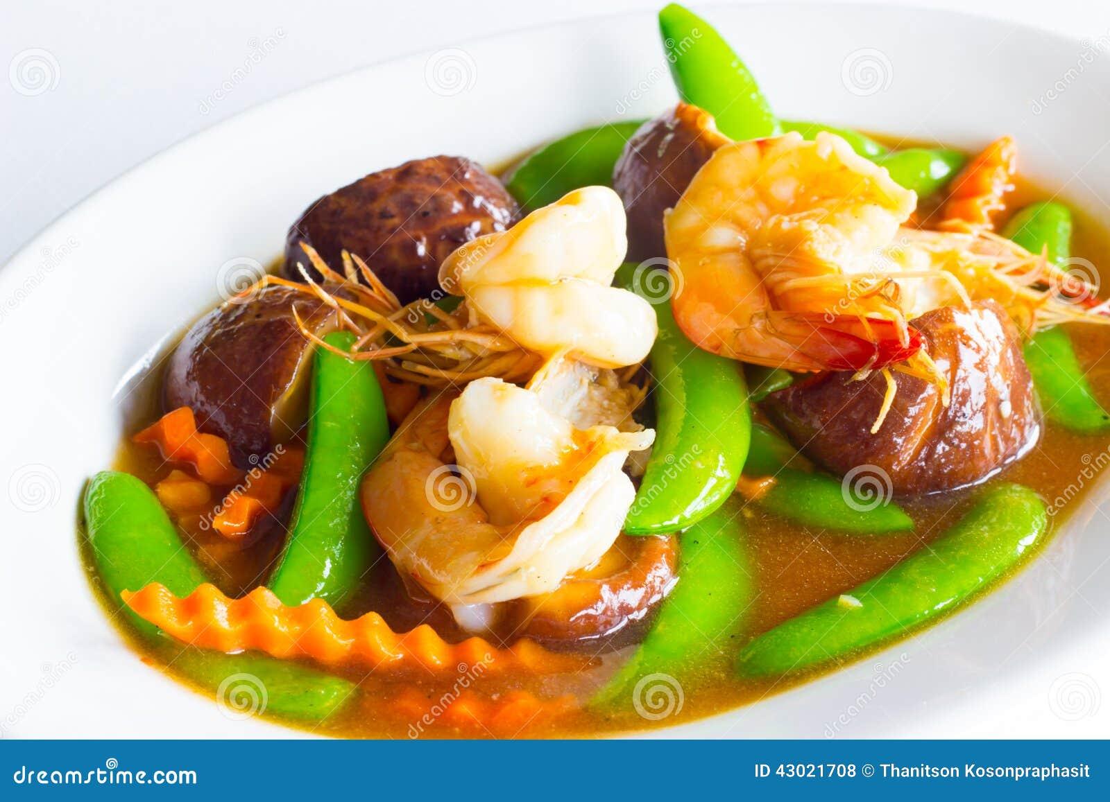 Beweeg gemengde groente in oestersaus