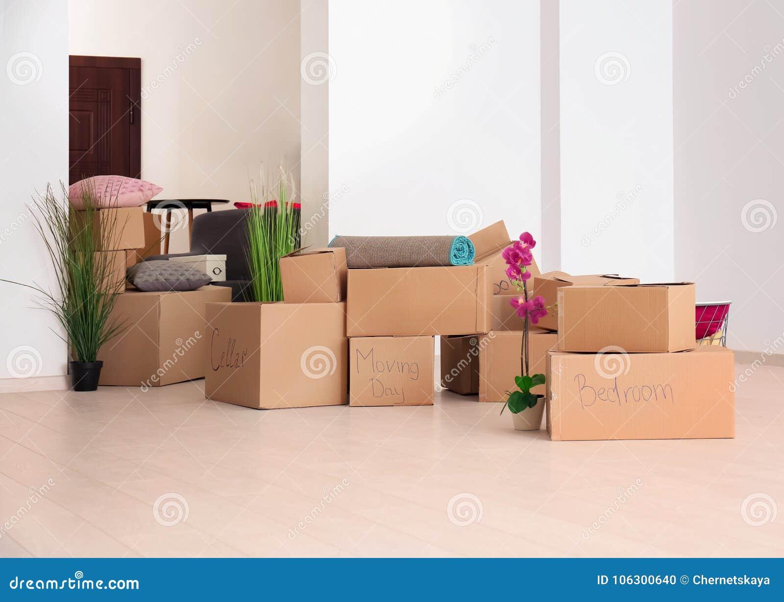 Bewegende dozen met materiaal