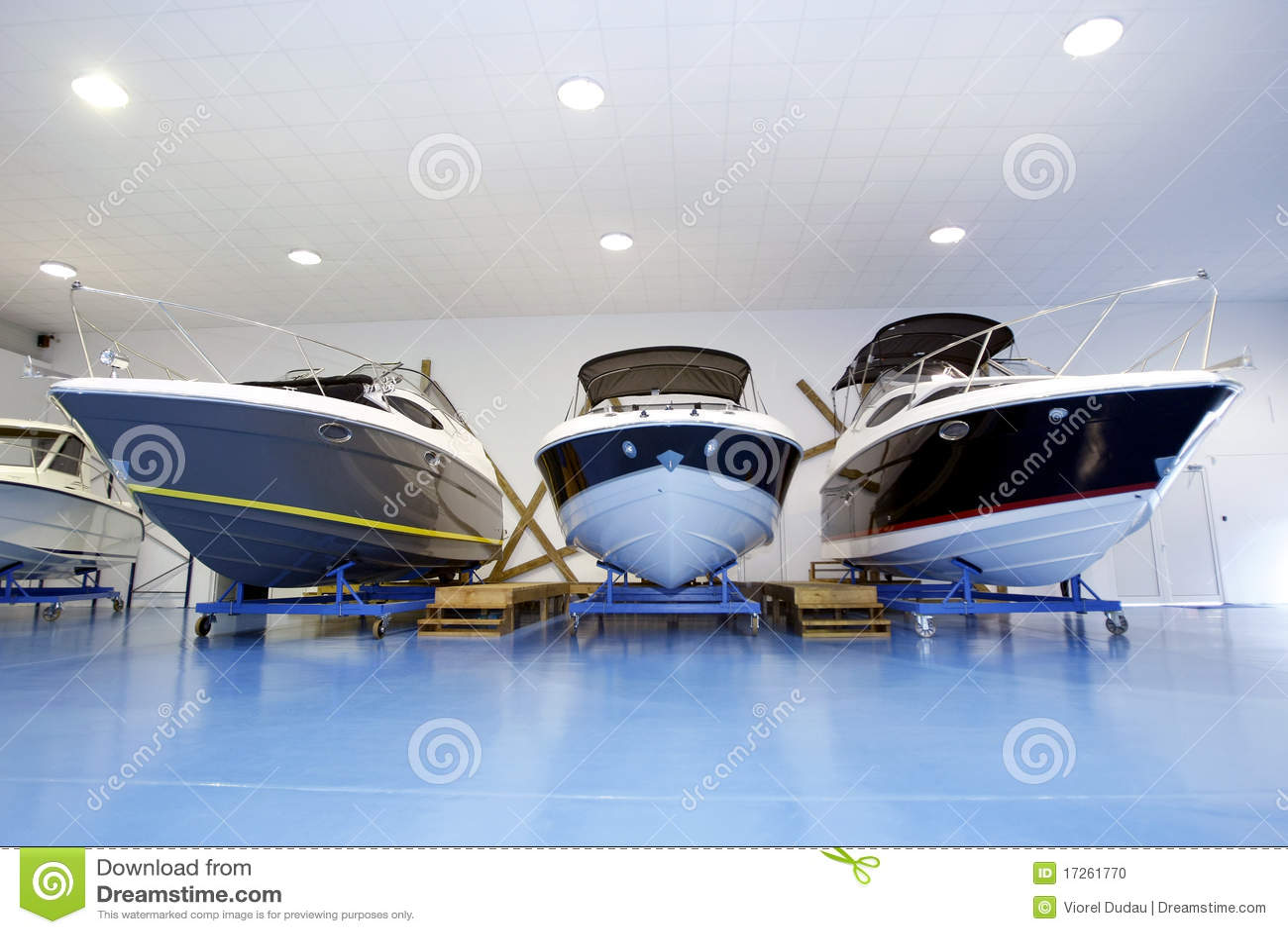 Bewegungsboote im Ausstellungsraum oder in der Garage