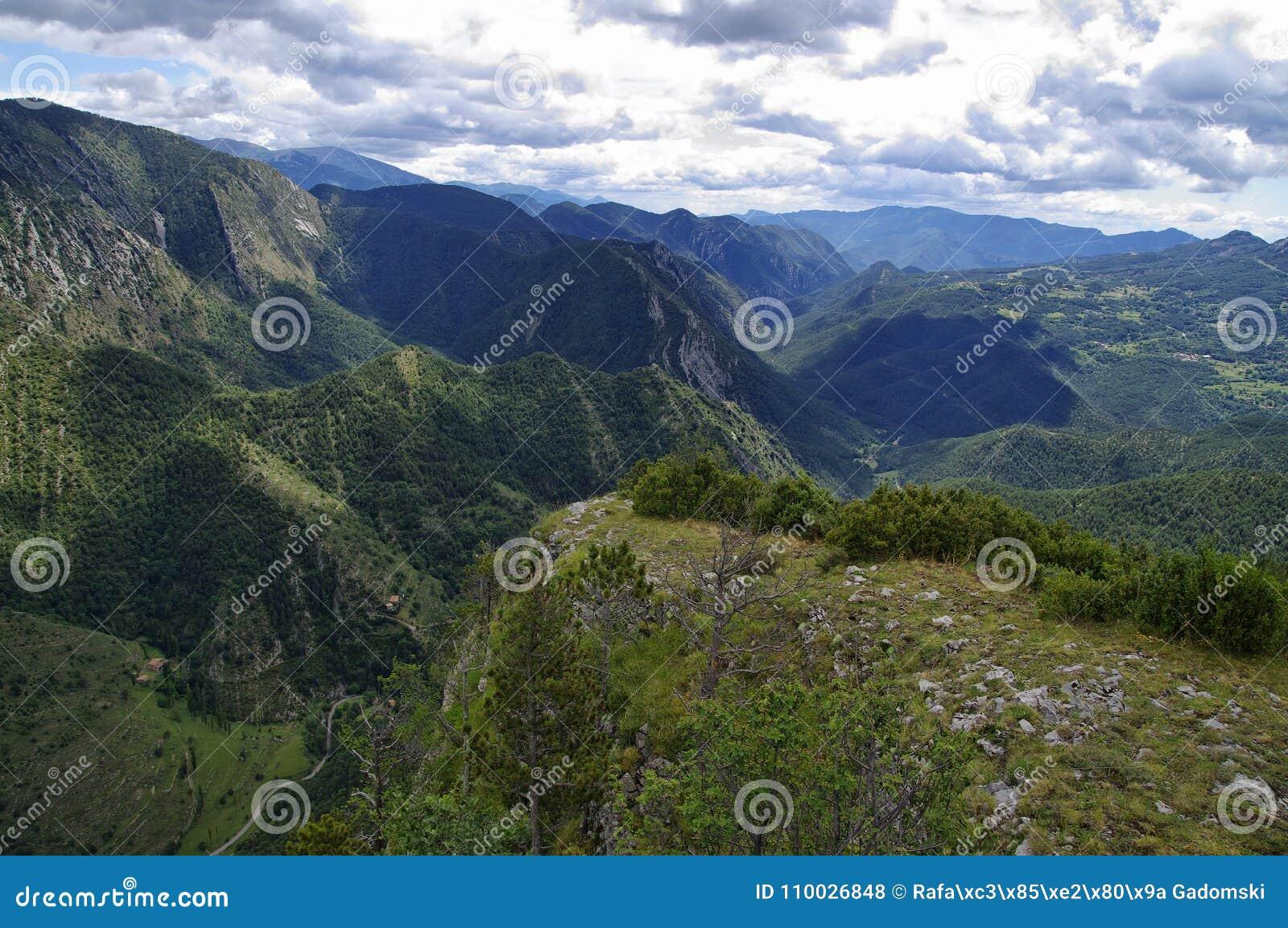 Bewolkt landschap van Mirador DE Gresolet spanje
