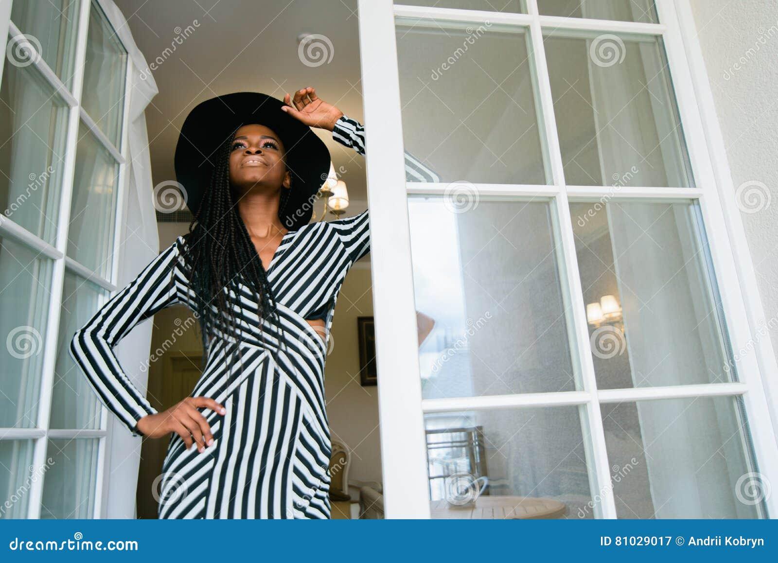 bezaubern, berühren, angebot, tragendes kleid der schönen