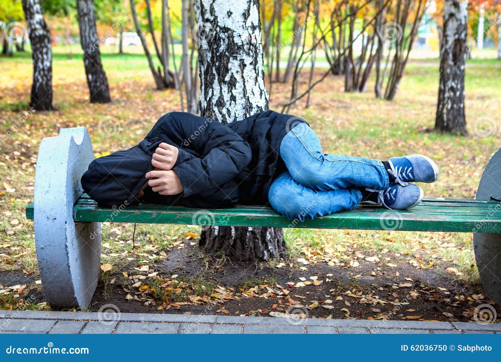 Bezdomny nastolatek