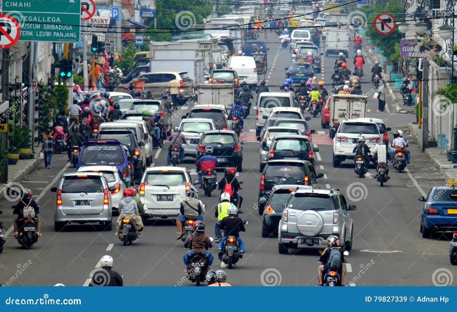 Bezig uur in de Straat van Azië Afrika, in Bandung