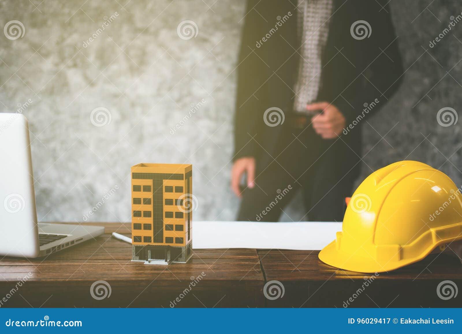 Bezitszaken met huizen en gebouwen voor verkoop