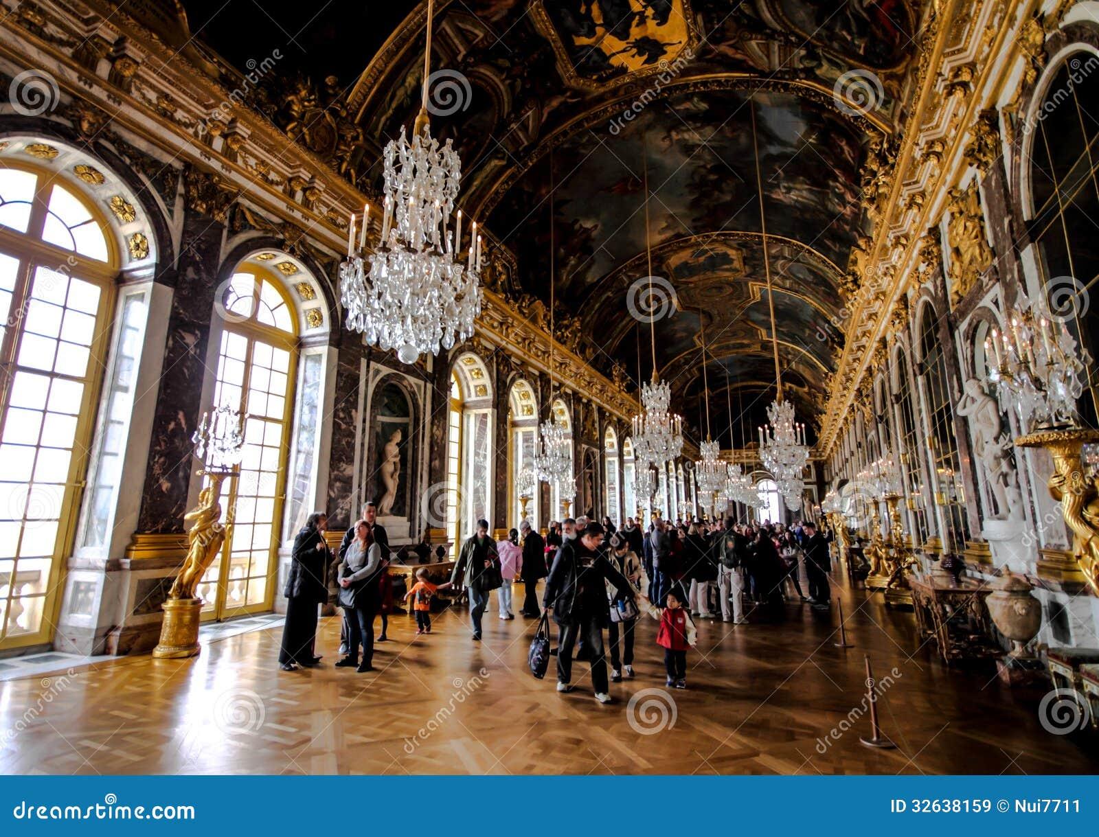 Bezoekers in de zaal van spiegel in het paleis van versailles redactionele stock afbeelding - Versiering van de zaal van het tienermeisje van ...