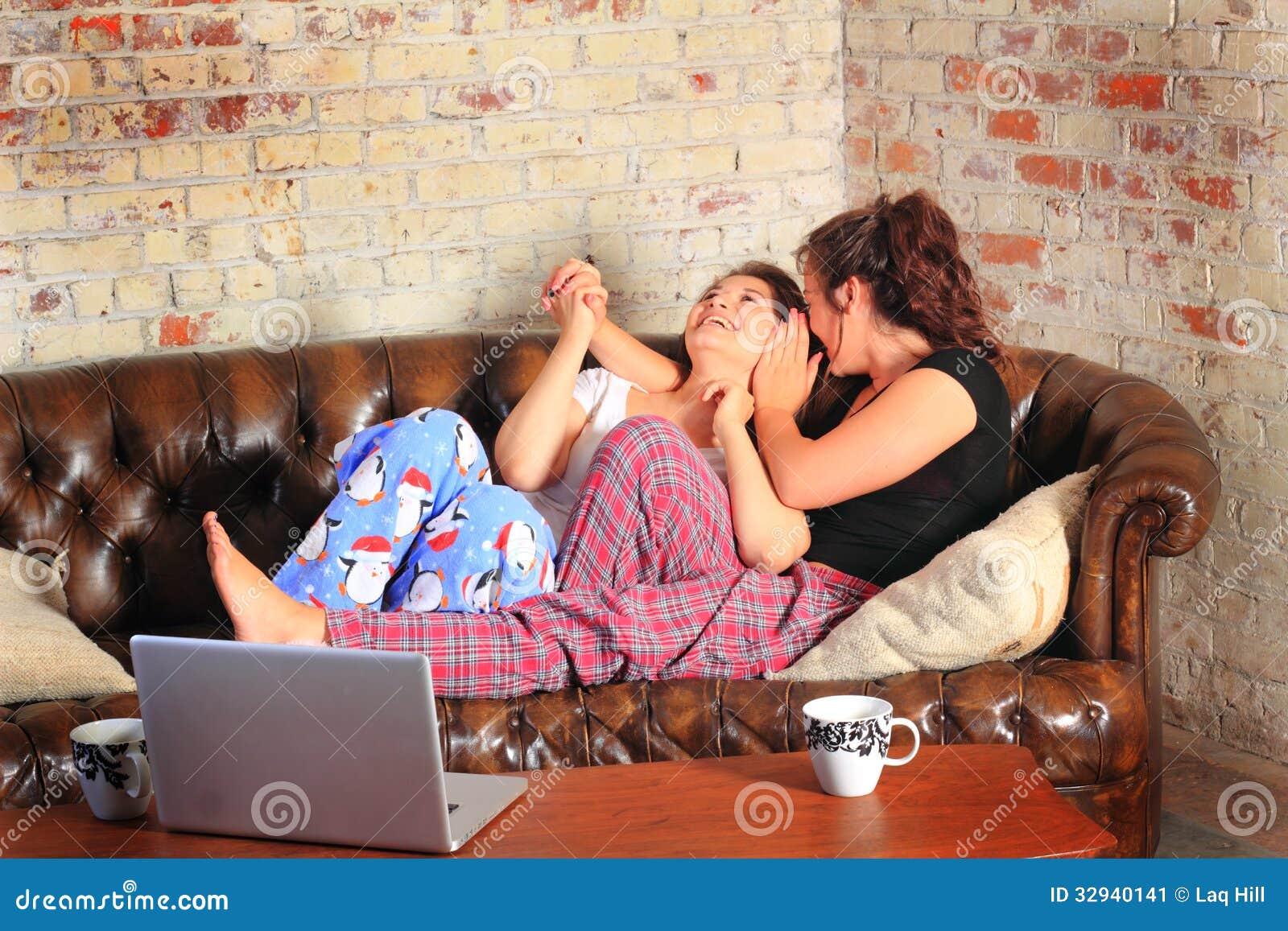 BFF que dice secretos en la fiesta de pijamas