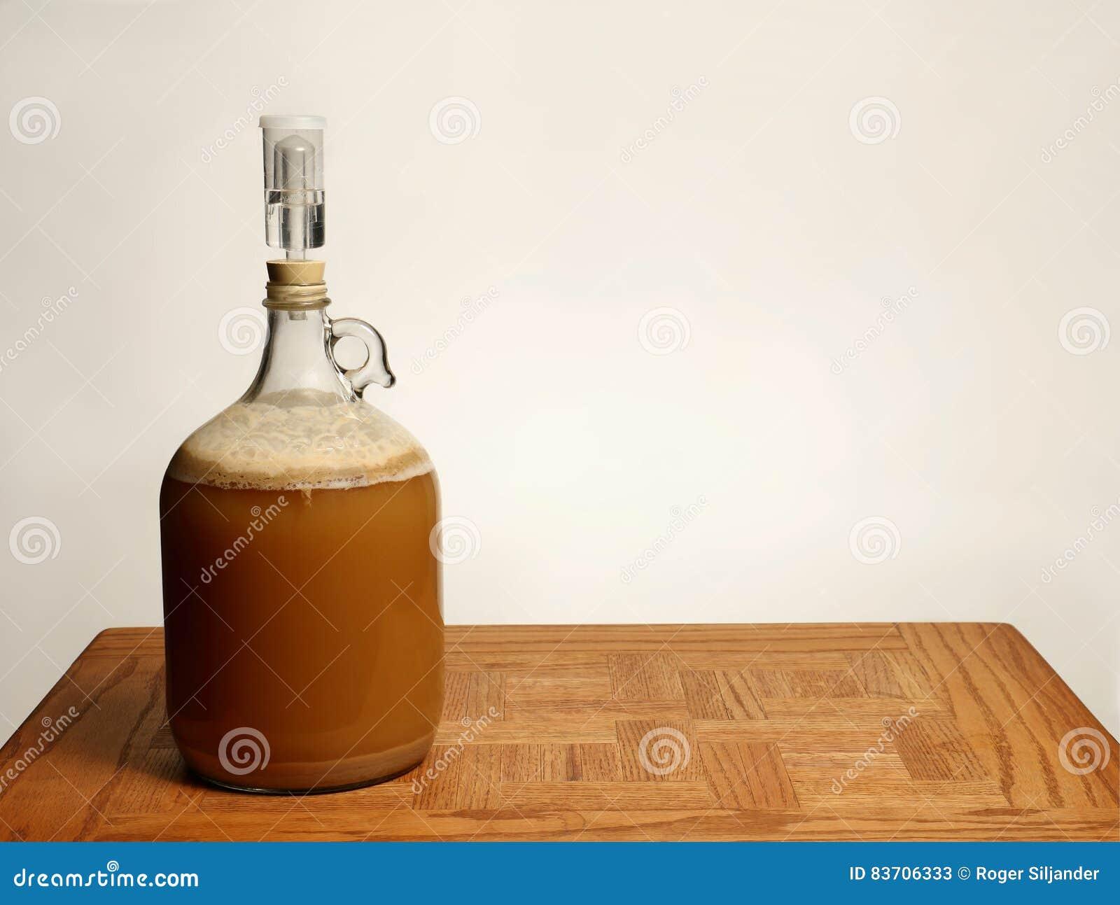Bi re de brew la maison de fermentation photo stock for Maison de la biere reims