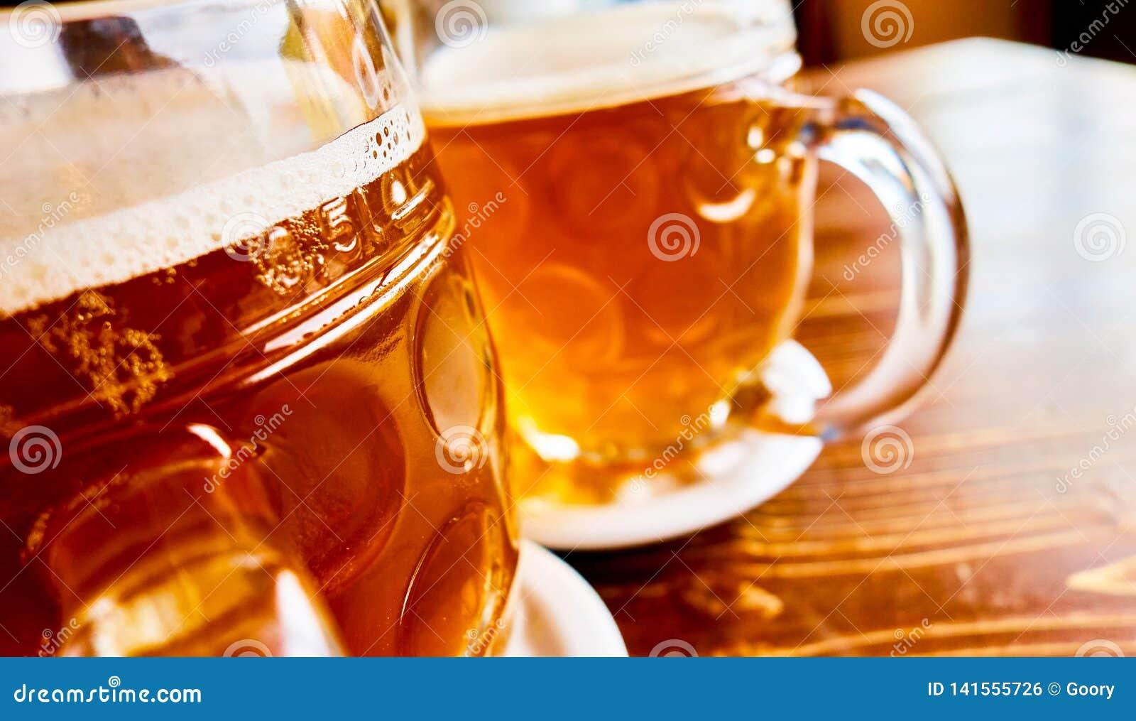 Bière pression tchèque traditionnelle en verre