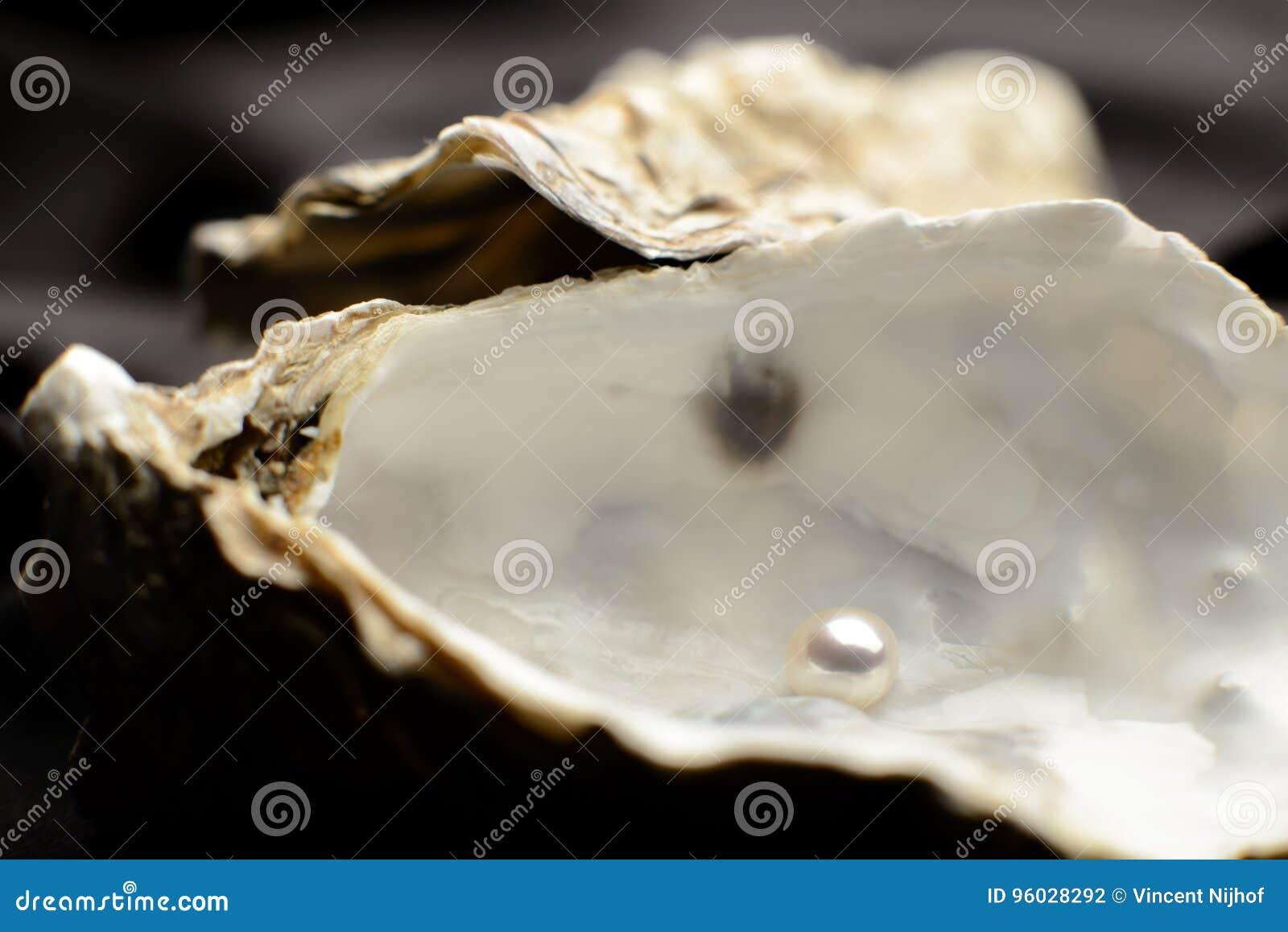 Biżuteria, perła w ostrydze