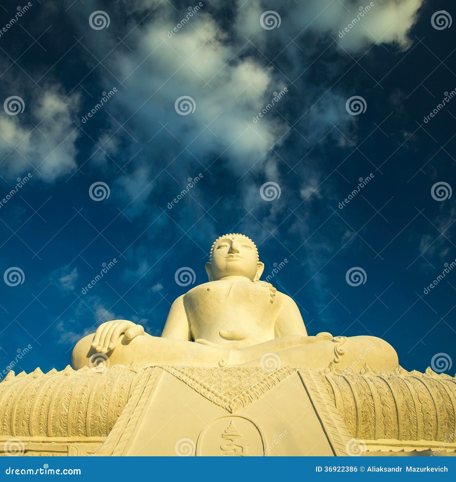 Biała Buddha statua