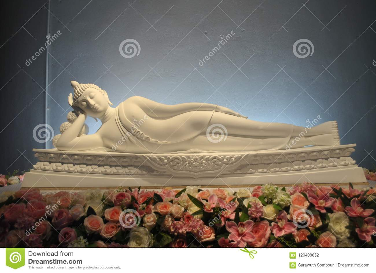 Biała buddhism sen medytaci Pha syna Keaw świątynia Phetchabun Tajlandia