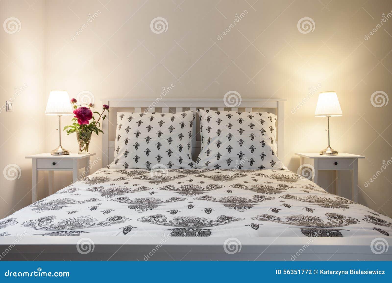 Biała I Beżowa Elegancka Sypialnia Zdjęcie Stock Obraz
