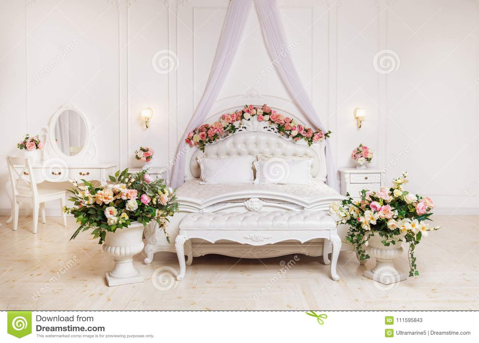Biała Klasyczna Sypialnia Obraz Stock Obraz Złożonej Z