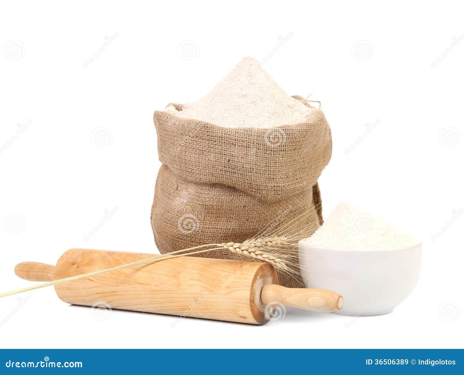 Biała mąka i toczna szpilka.