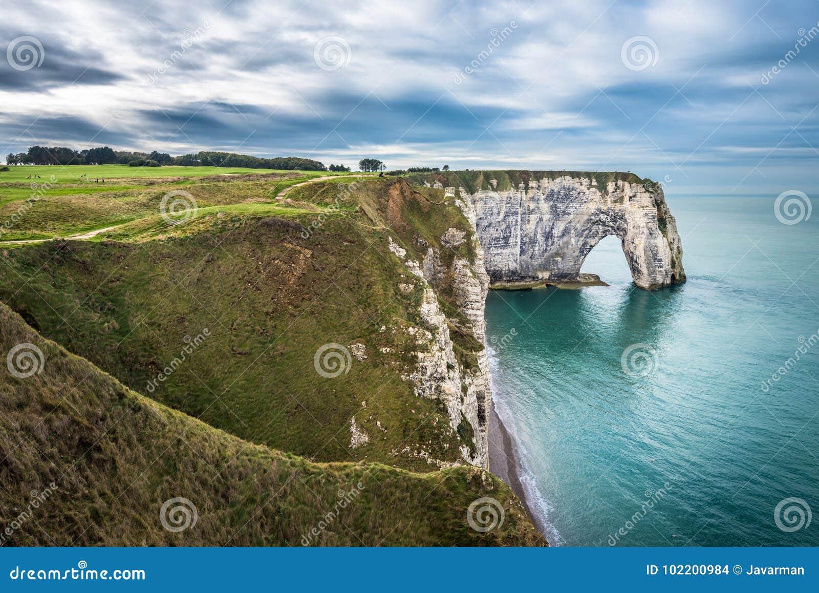 Białe falezy Etretat i alabaster wybrzeże, Normandy, frank