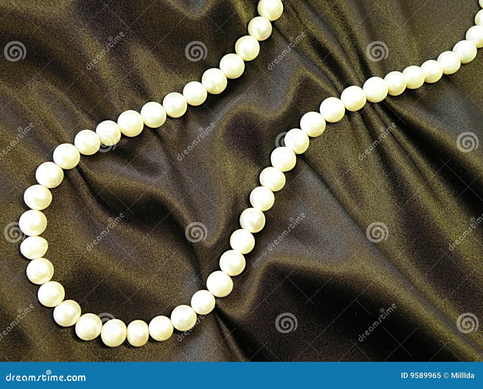 Biały koralik perły
