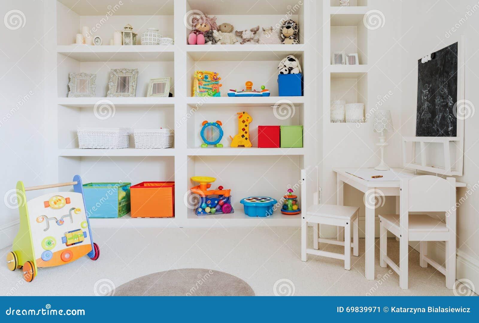 Biały nowożytny pepiniera pokój