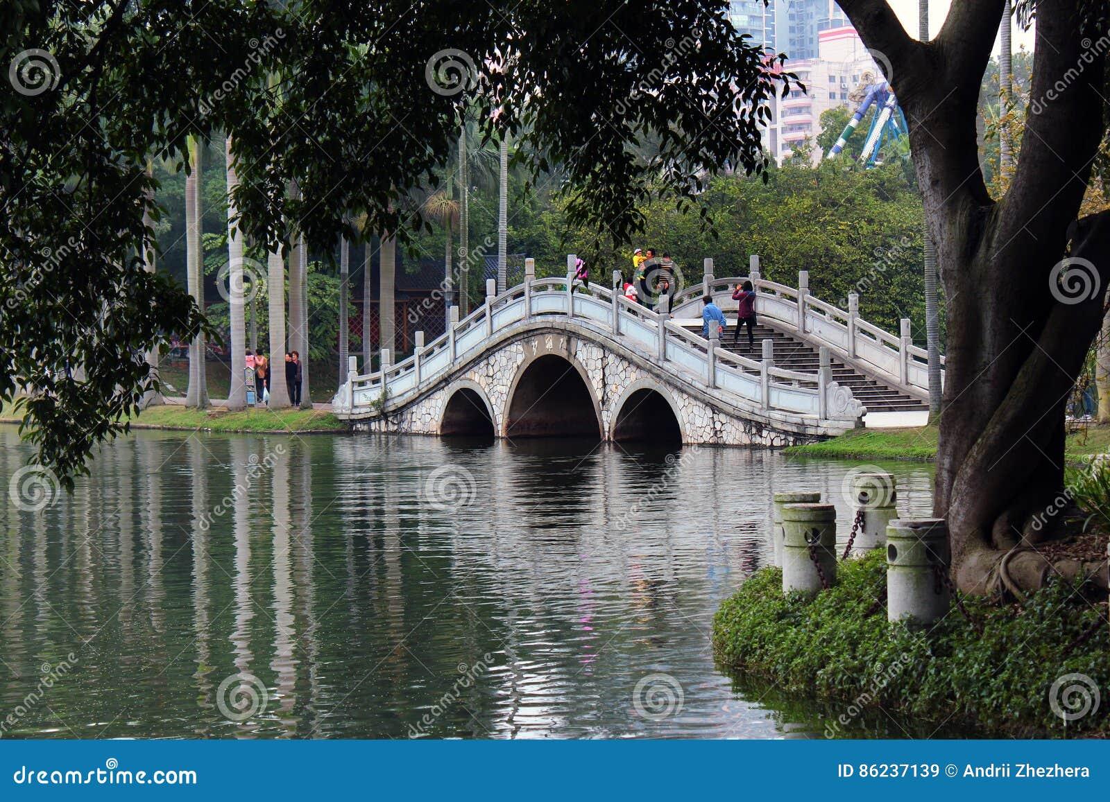 Biały Smok jezioro w ludziach ` s parka, Nanning, Chiny