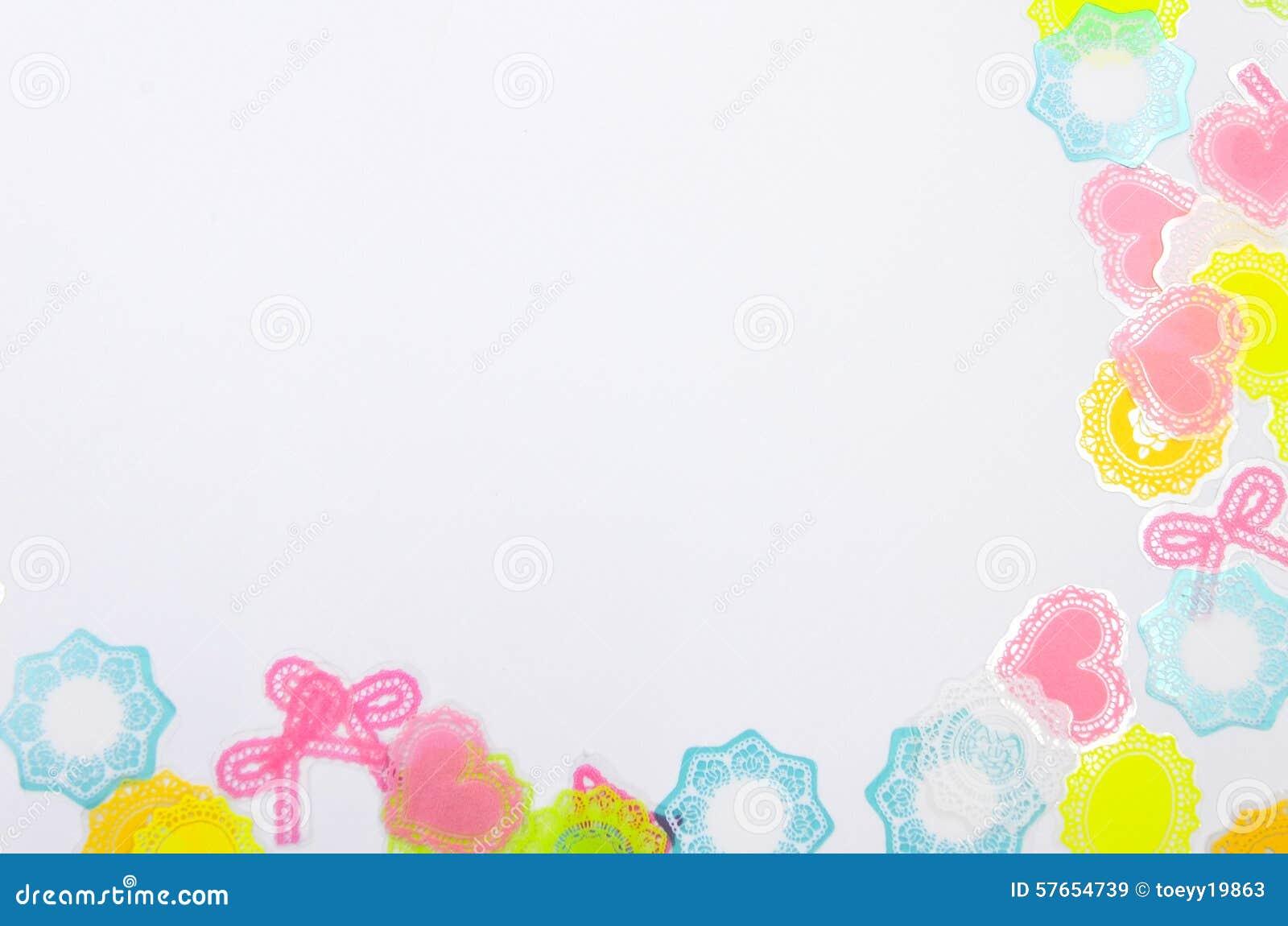 Biały tło z kolorową dekoracją