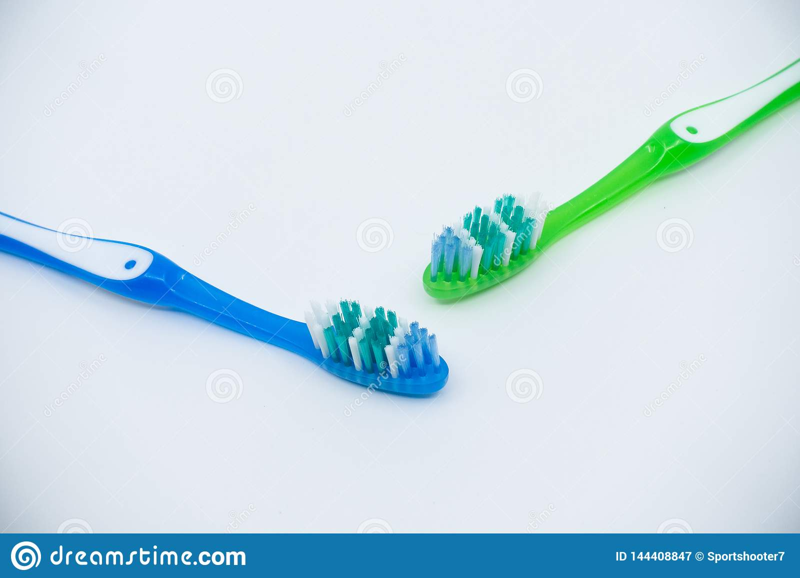Bia?y t?o toothbrushes