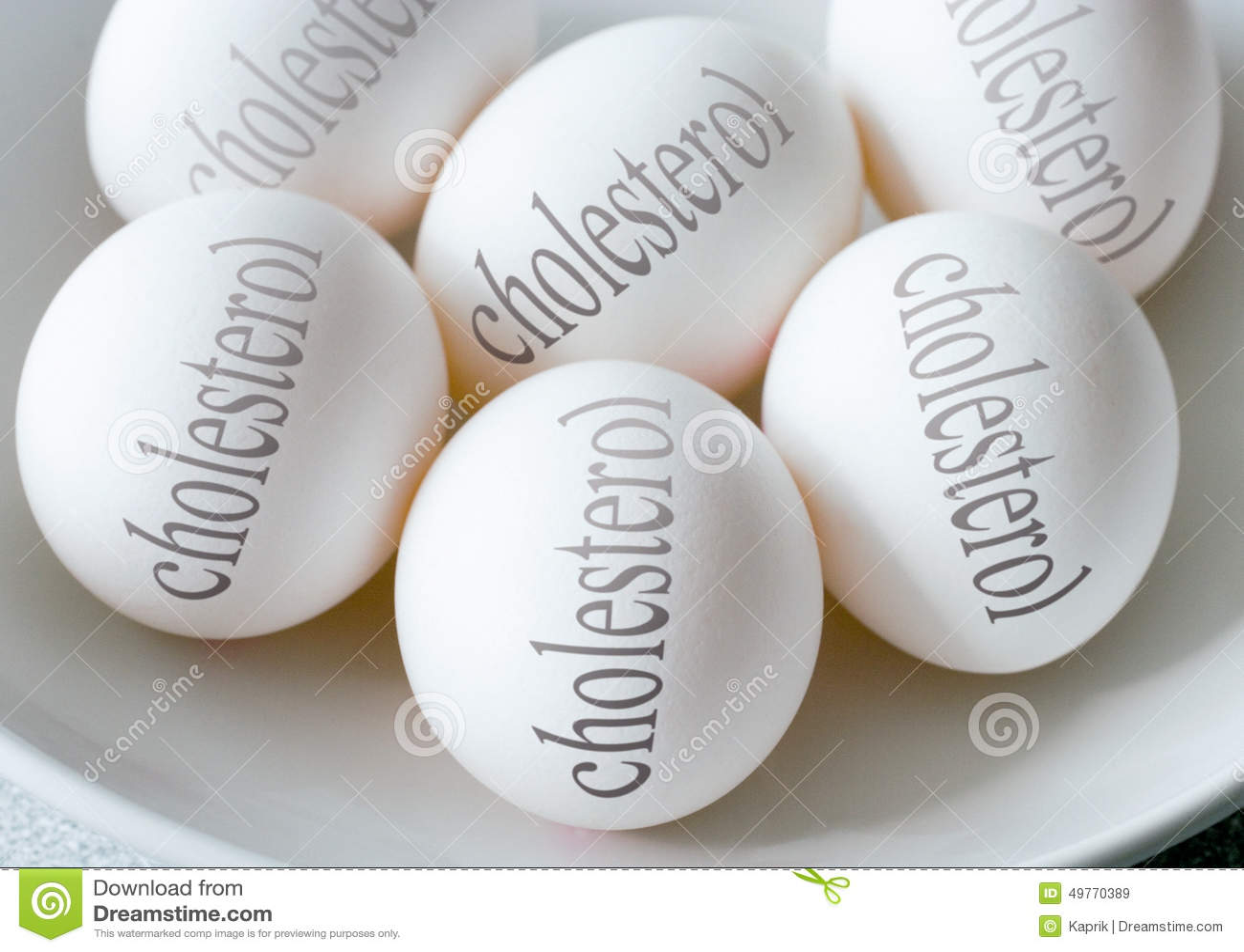 Biali jajka z cholesterolu tekstem zdrowie i zdrowy styl życia -