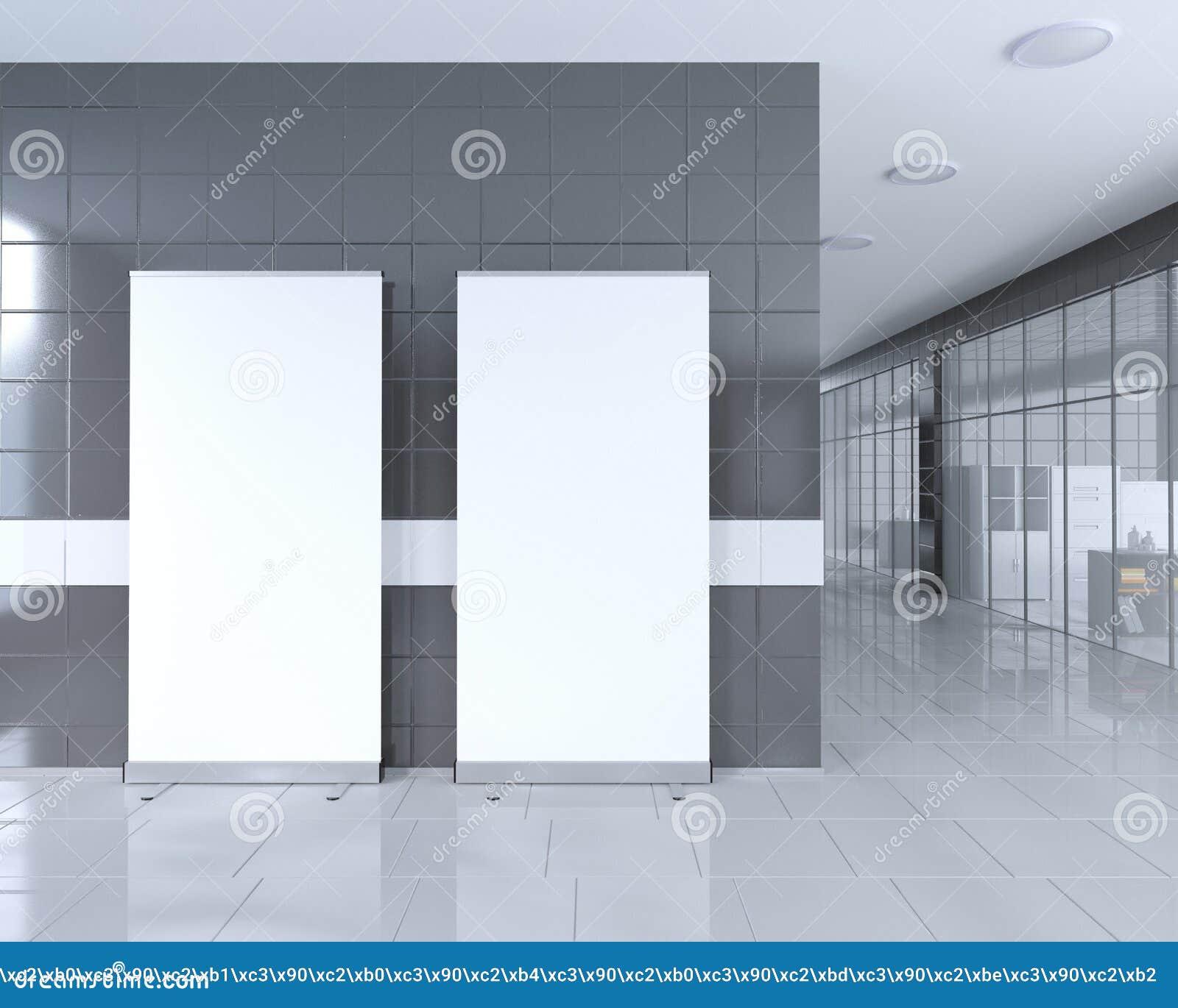 In bianco rotoli sul supporto dell insegna nell interno luminoso dell ufficio con il percorso di ritaglio intorno al supporto del