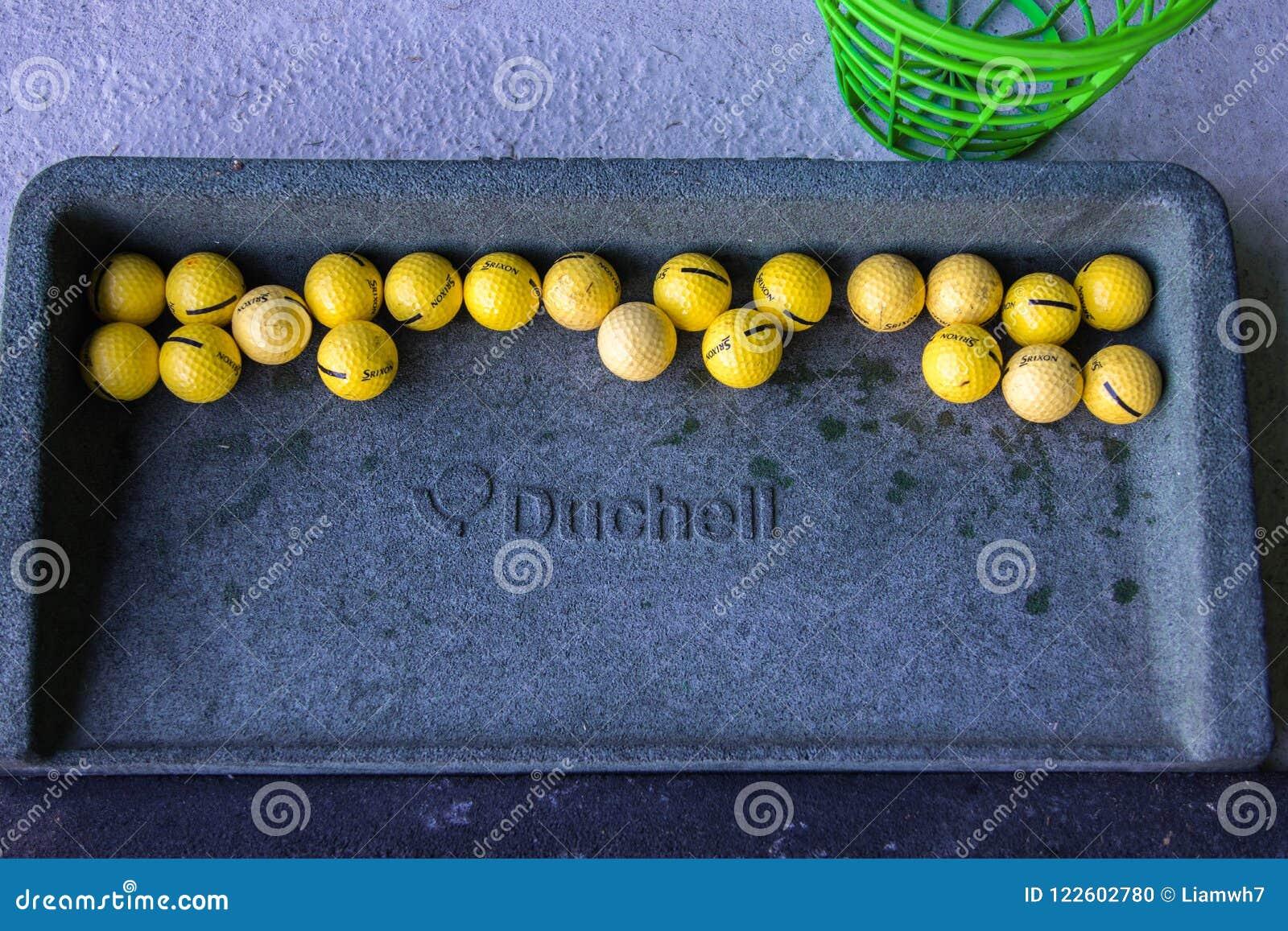 Biarritz/Frankrijk 27 07 18: De praktijk van de het dienbladwaaier van de Duchellgolfbal met srixon gele golfbal